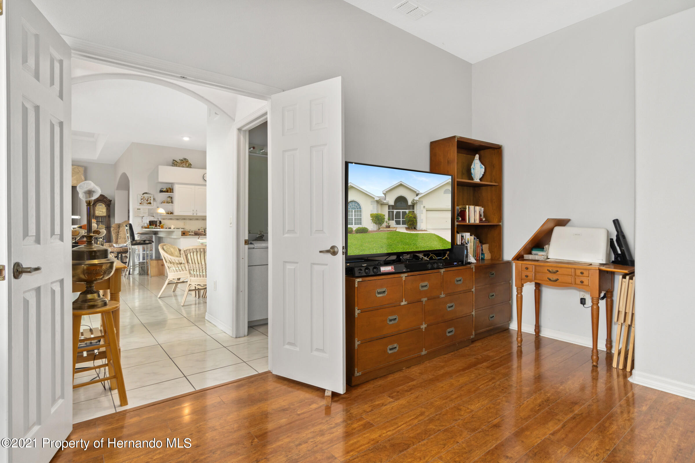 Listing photo id 37 for 4037 Breckland Court