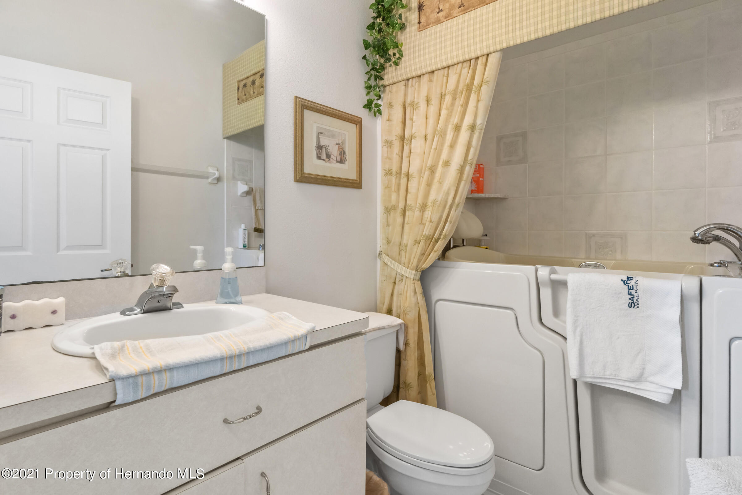 Listing photo id 38 for 4037 Breckland Court