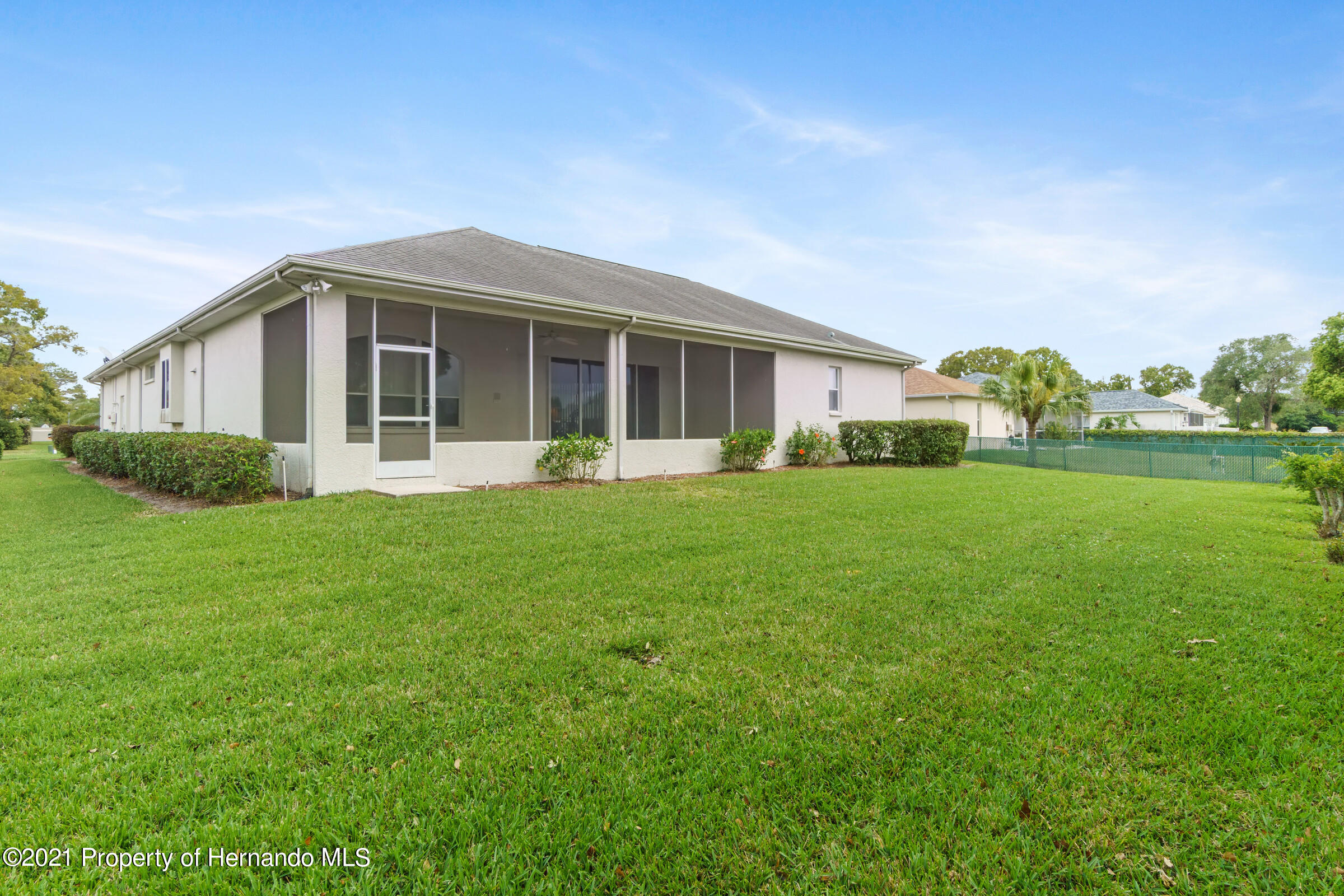 Listing photo id 41 for 4037 Breckland Court