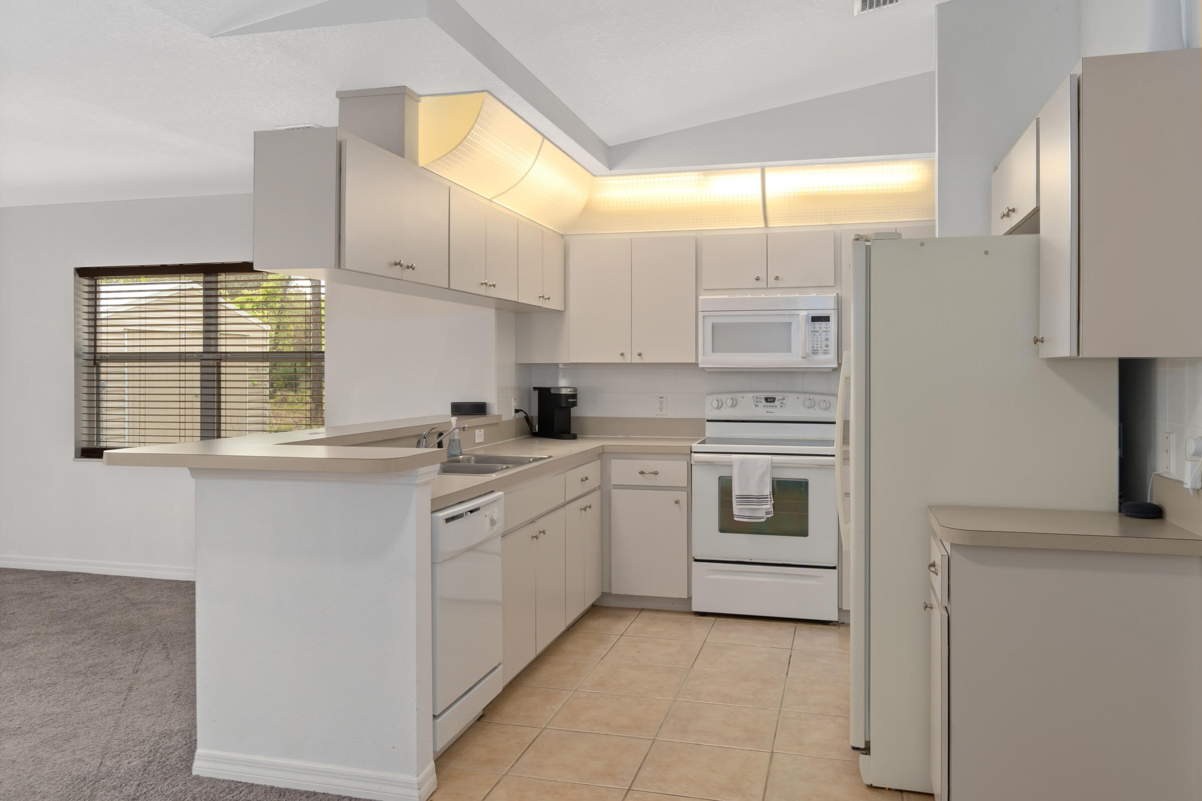 Listing photo id 8 for 5373 S Heloise Terrace