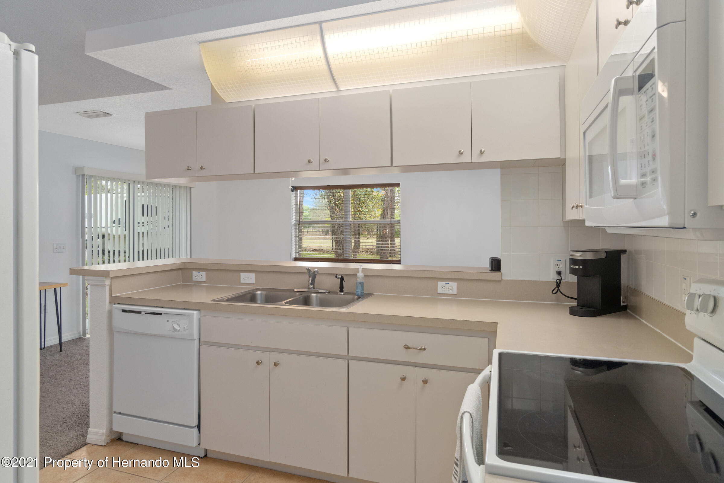 Listing photo id 10 for 5373 S Heloise Terrace