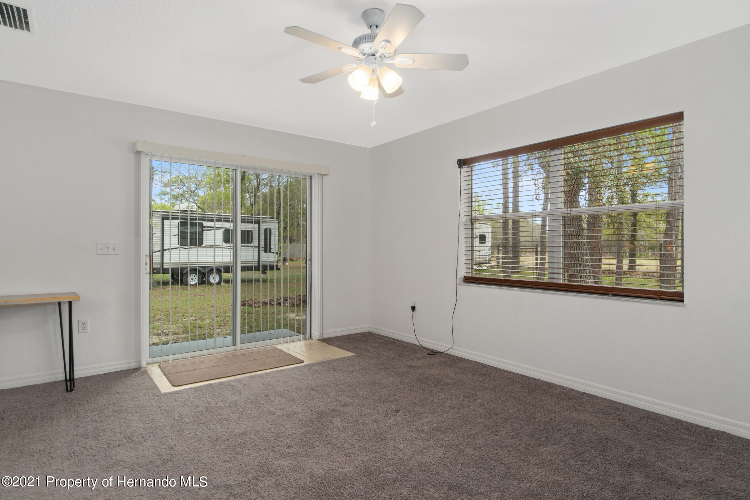 Listing photo id 12 for 5373 S Heloise Terrace
