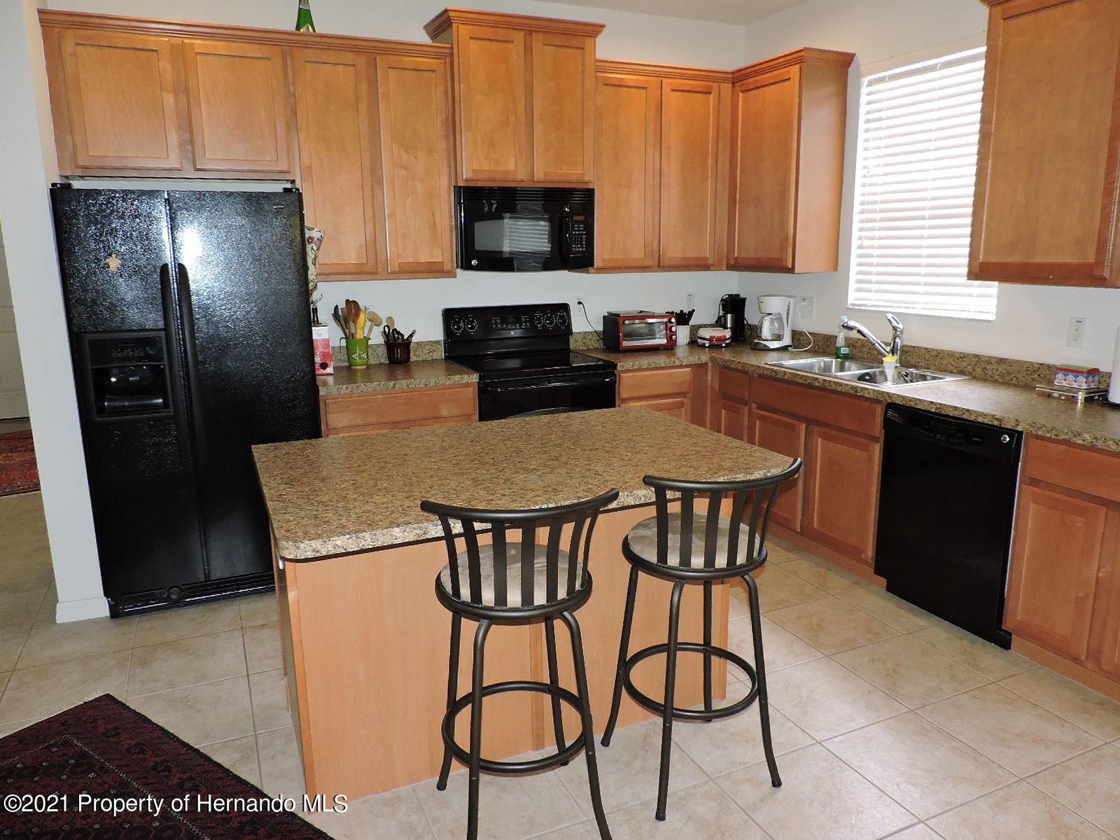Listing photo id 2 for 279 Fairmont Drive