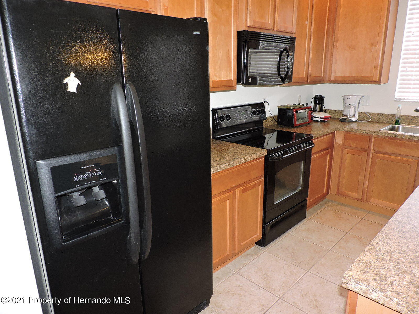Listing photo id 3 for 279 Fairmont Drive