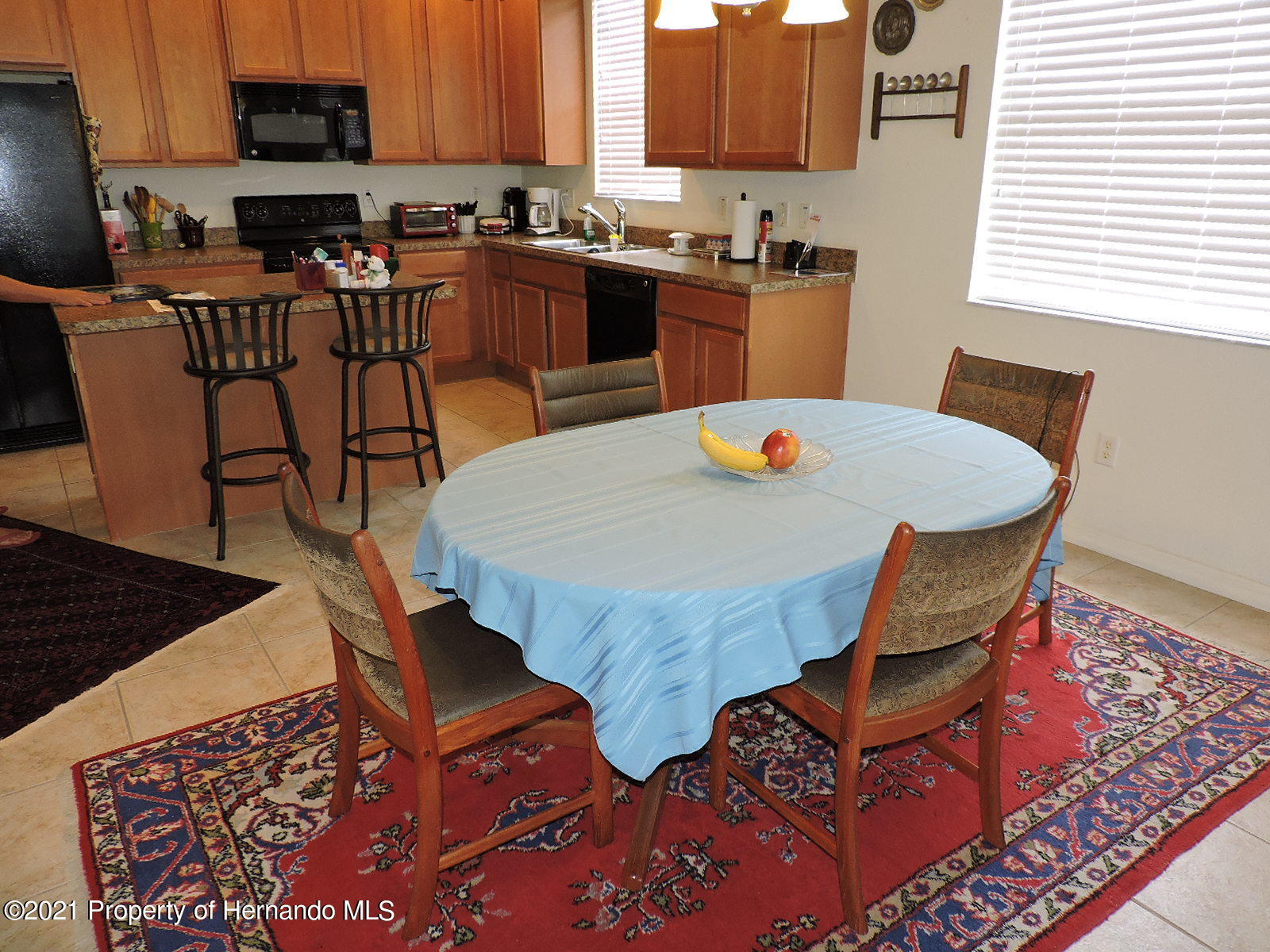 Listing photo id 6 for 279 Fairmont Drive
