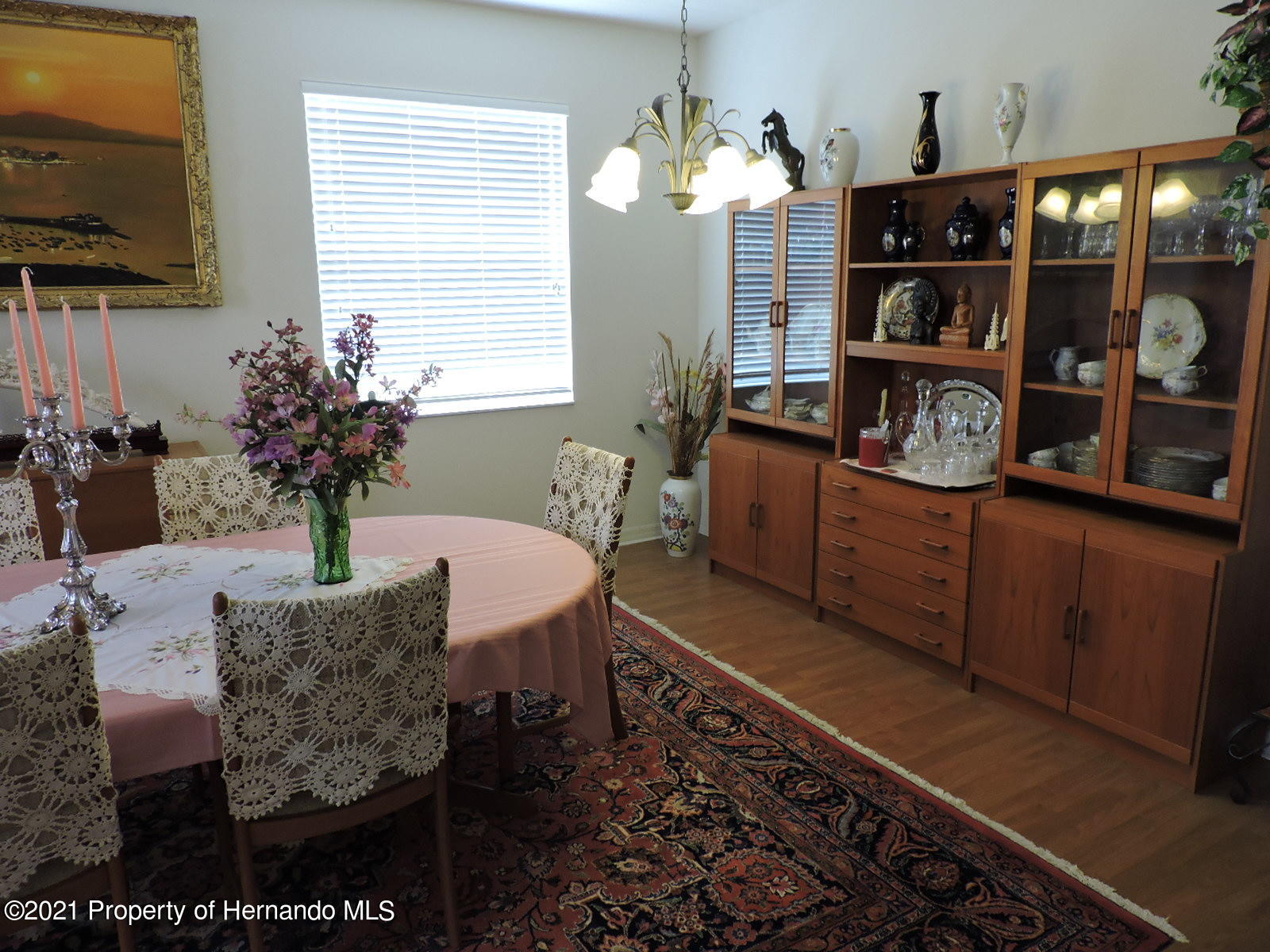 Listing photo id 17 for 279 Fairmont Drive