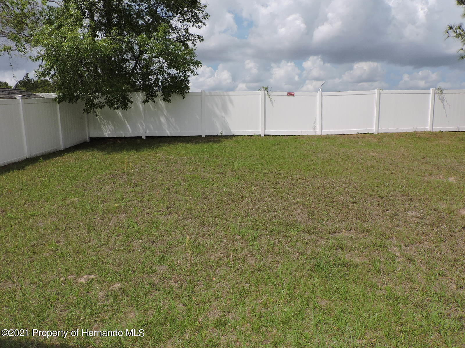 Listing photo id 19 for 279 Fairmont Drive