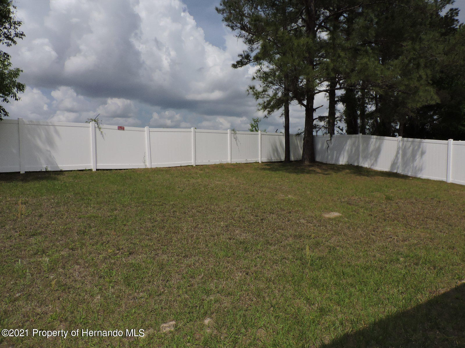 Listing photo id 20 for 279 Fairmont Drive