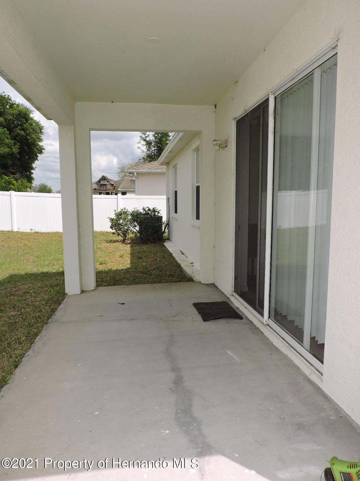Listing photo id 21 for 279 Fairmont Drive