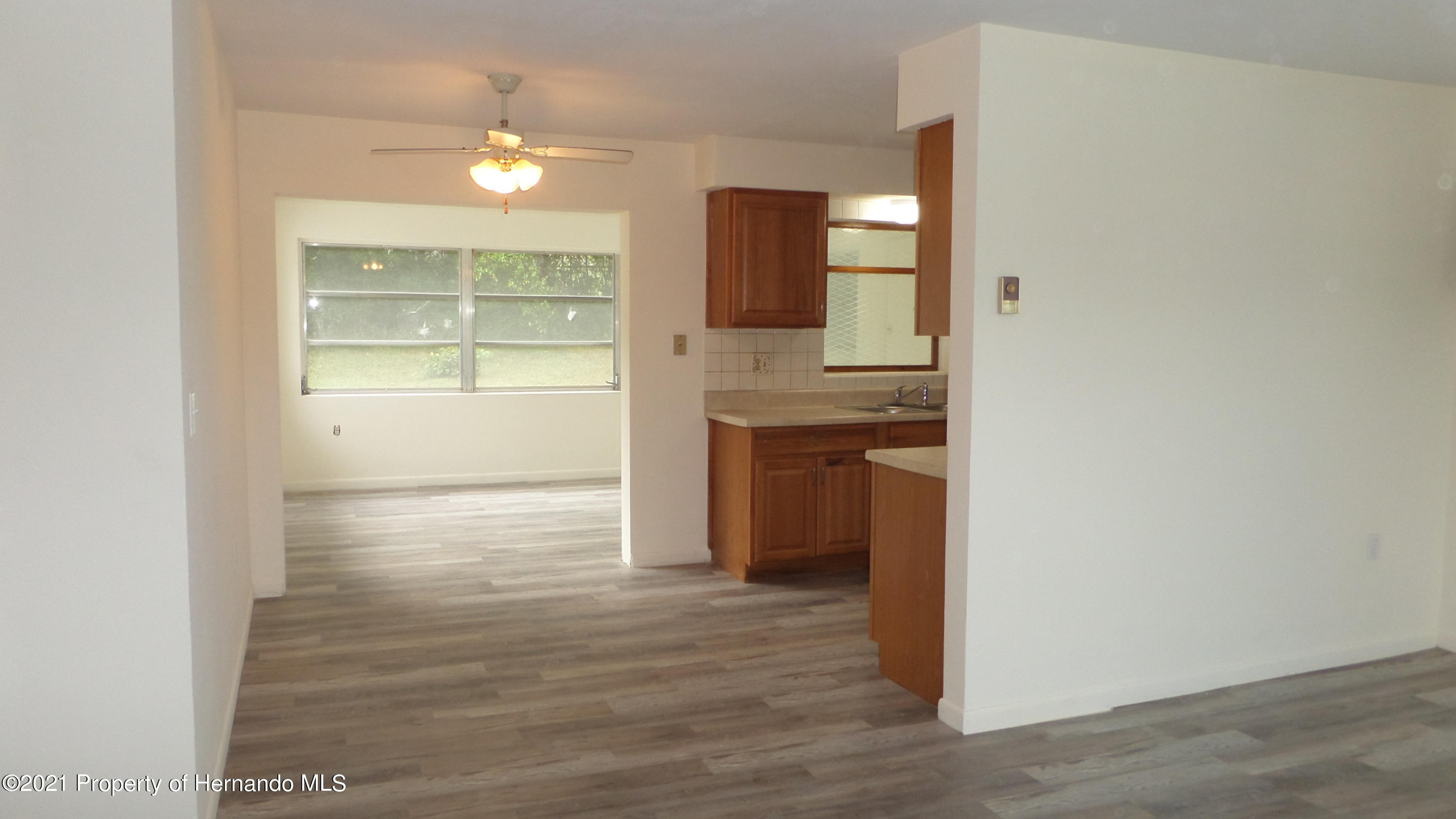 Listing photo id 10 for 24 N Fillmore Street