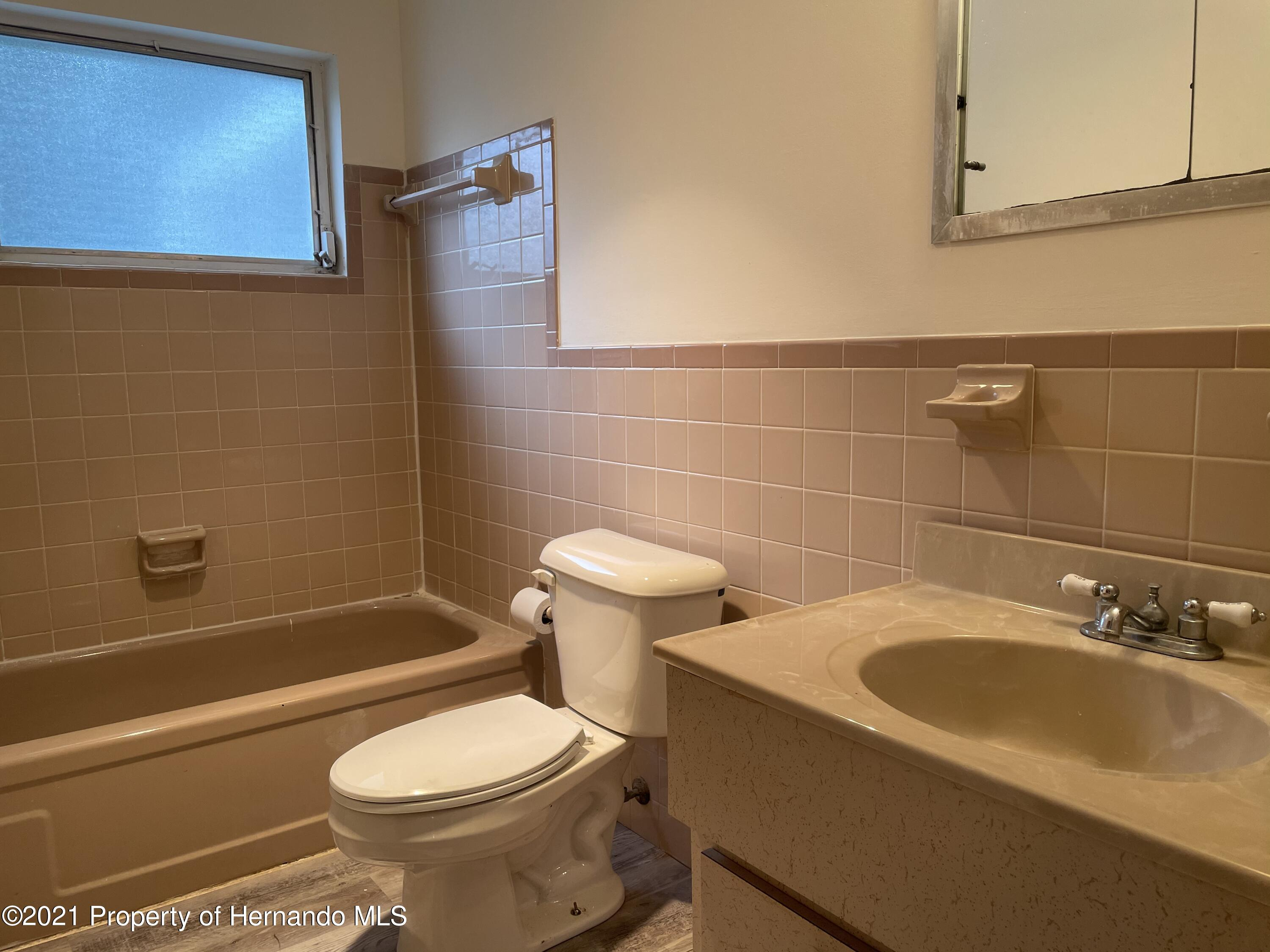 Listing photo id 16 for 24 N Fillmore Street