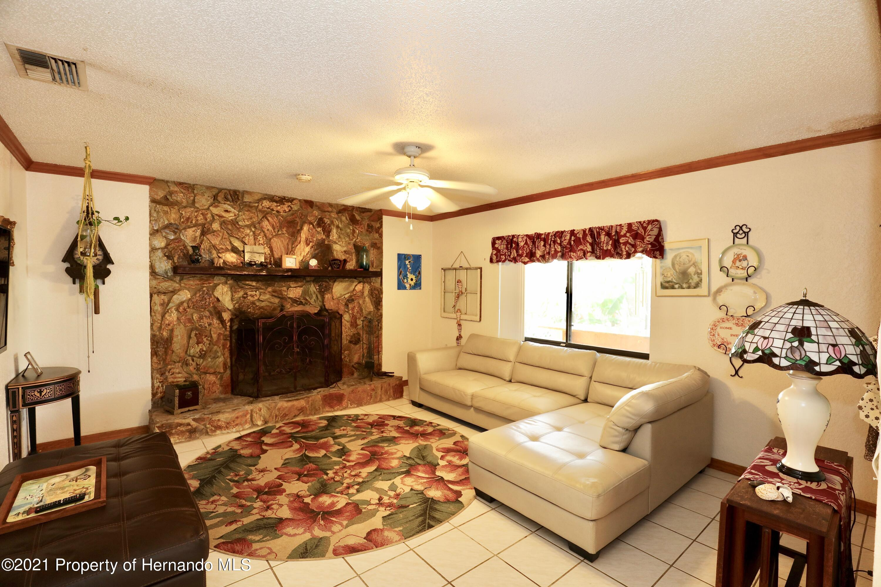 Listing photo id 6 for 3505 Casa Court