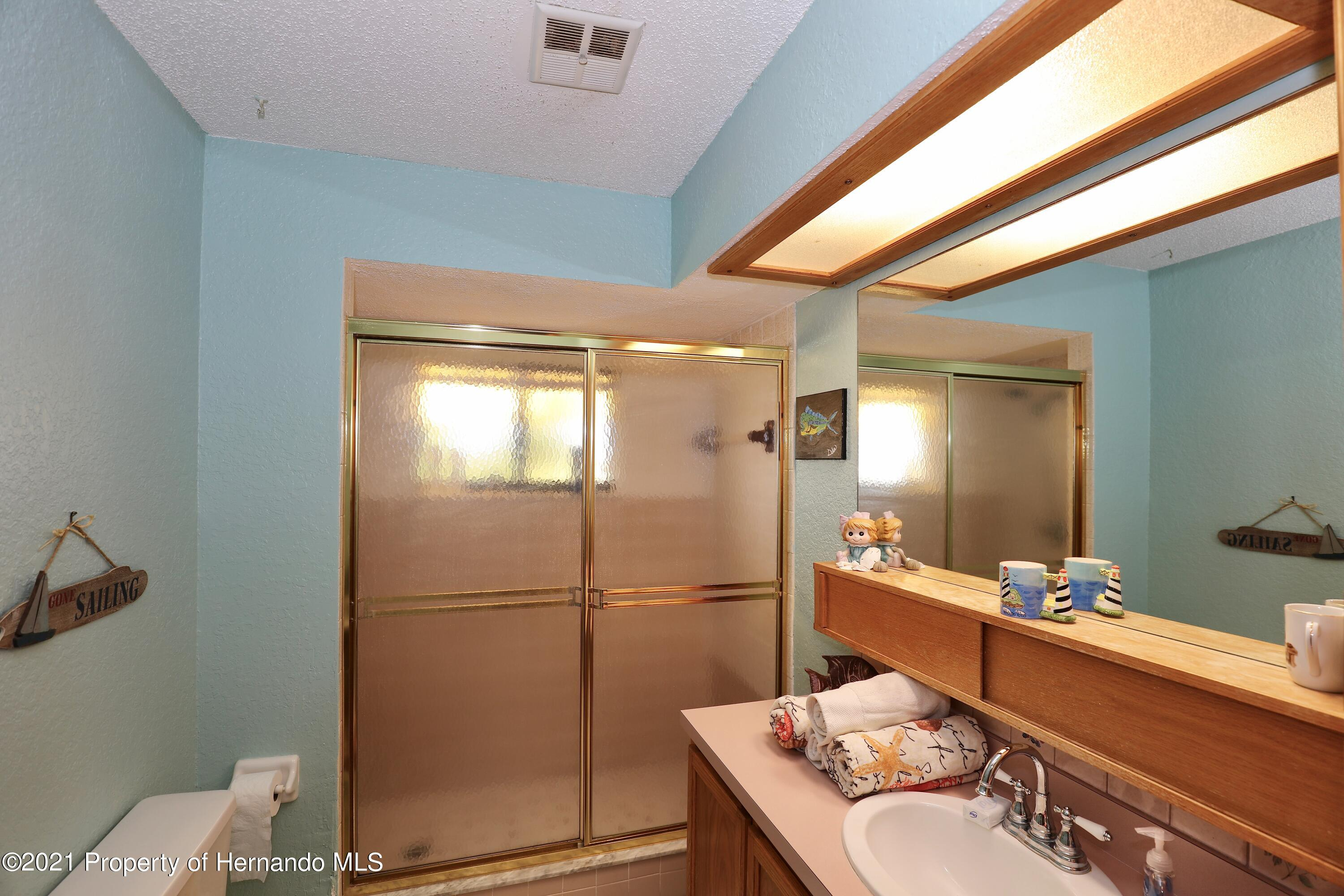 Listing photo id 9 for 3505 Casa Court