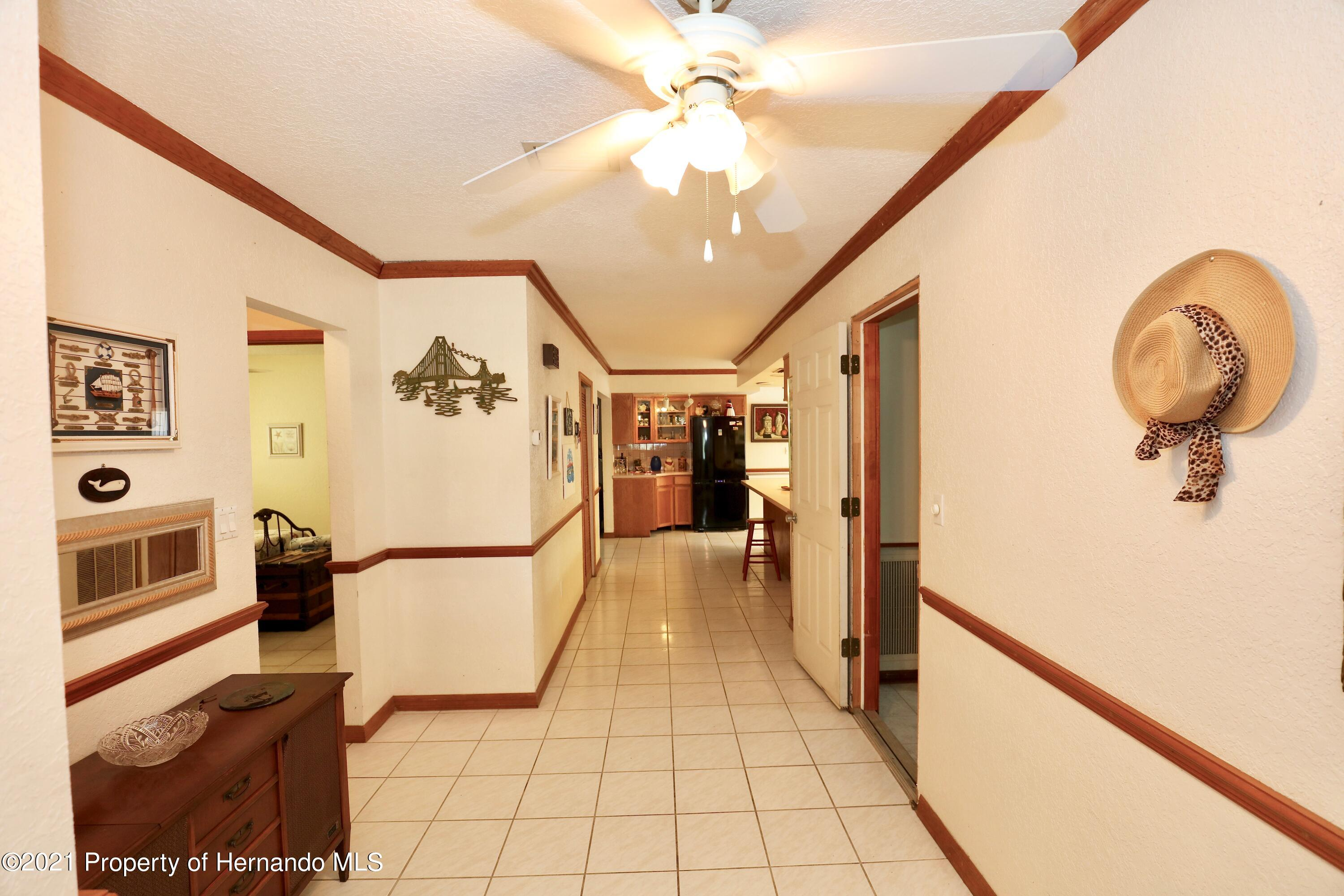 Listing photo id 10 for 3505 Casa Court