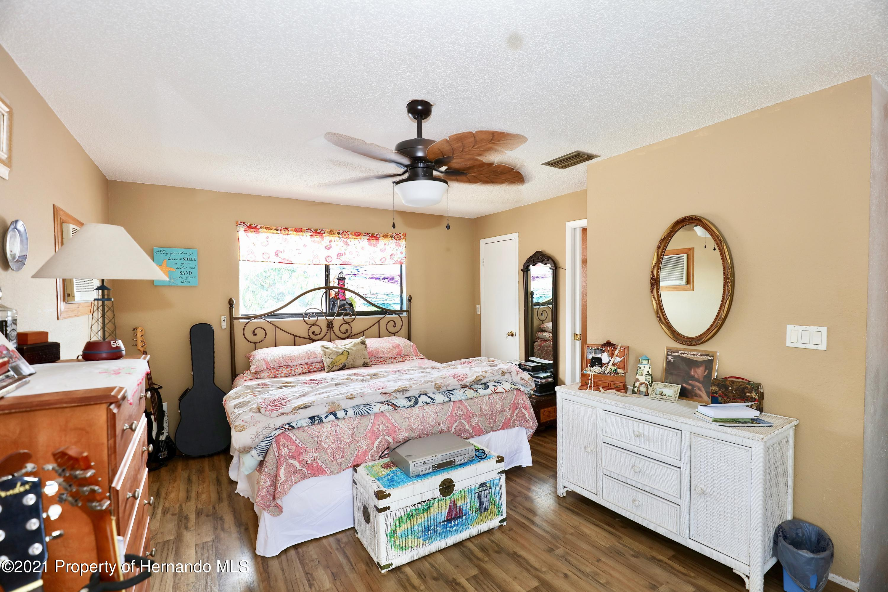 Listing photo id 11 for 3505 Casa Court