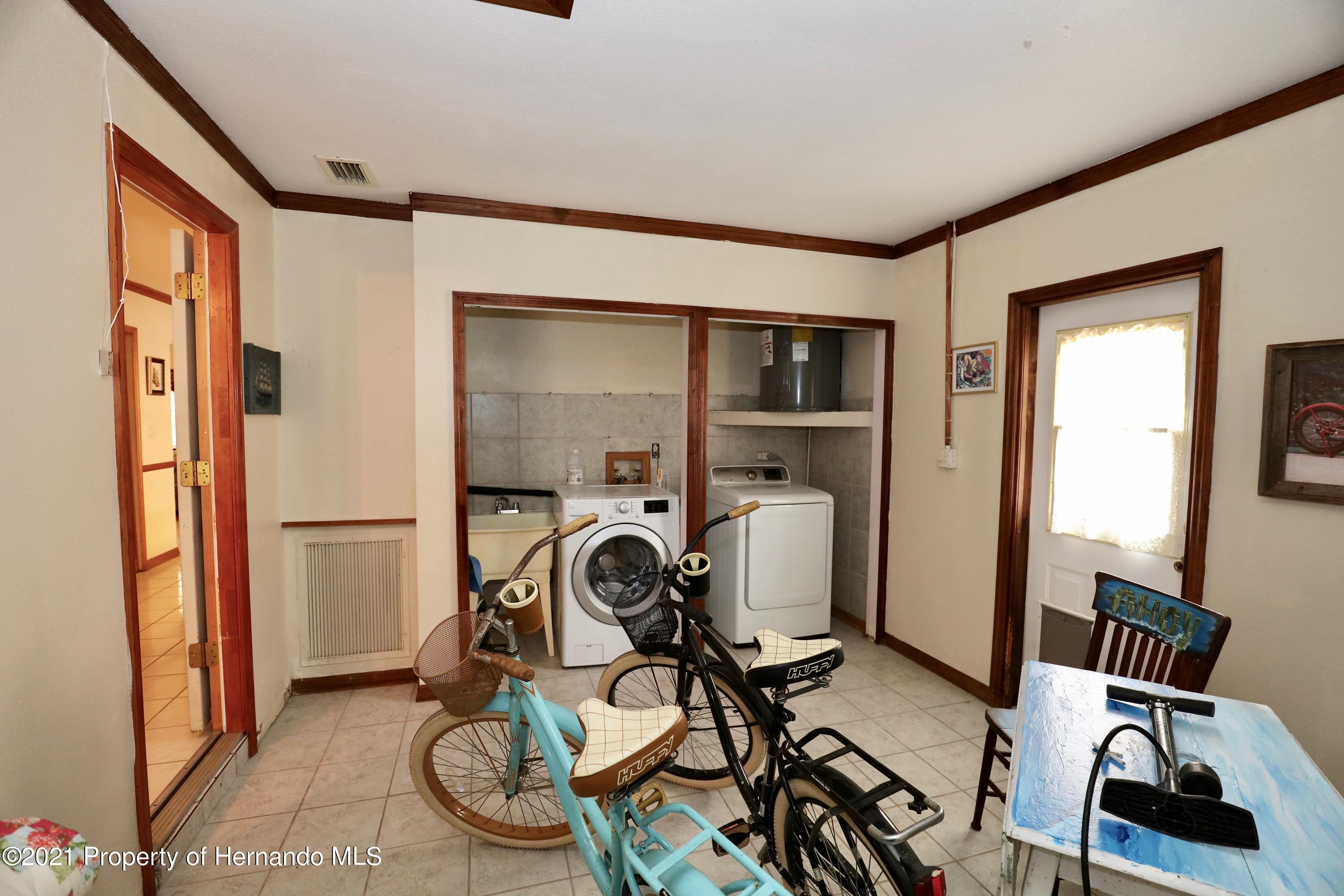 Listing photo id 20 for 3505 Casa Court