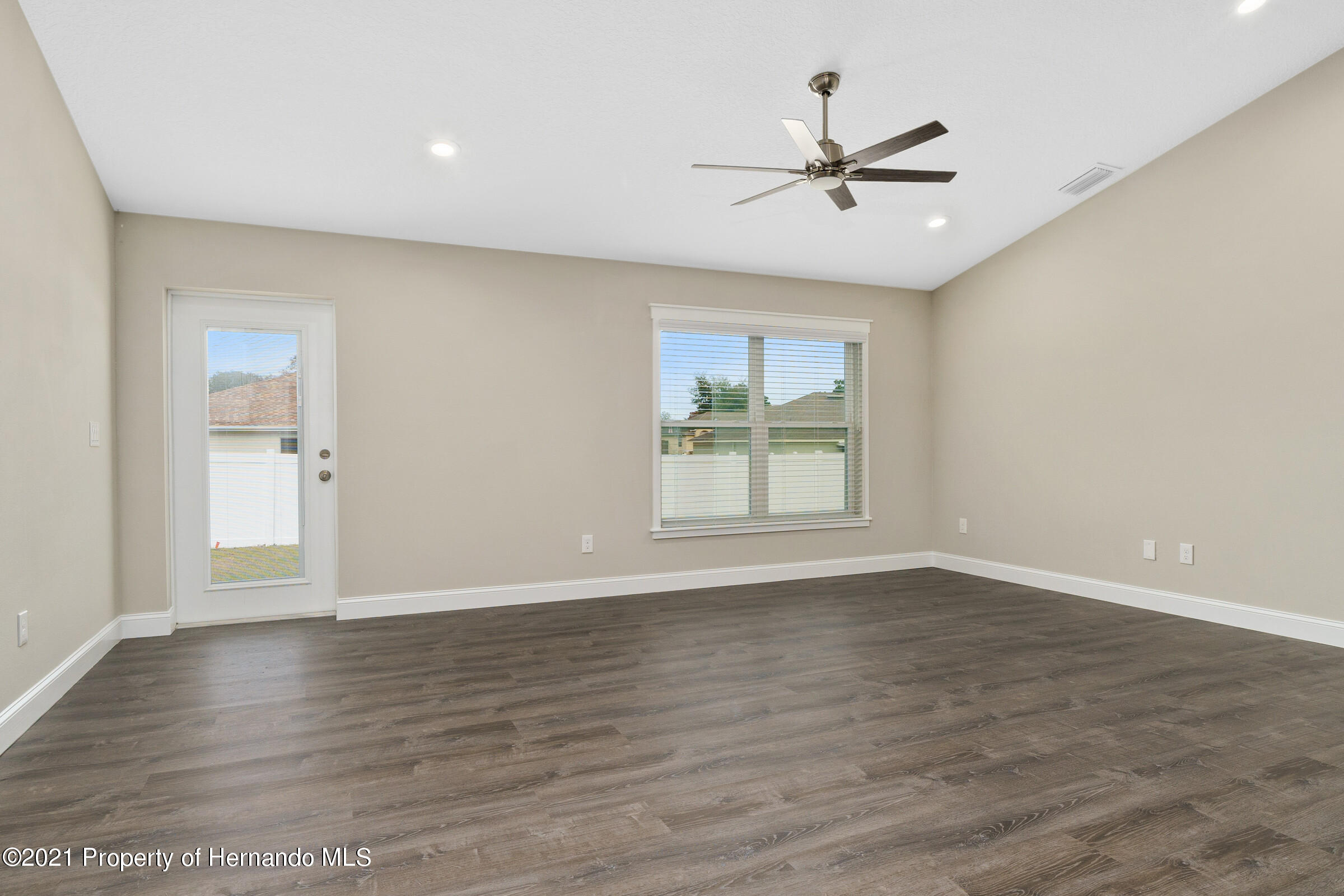 Listing photo id 20 for 0 Flock Avenue