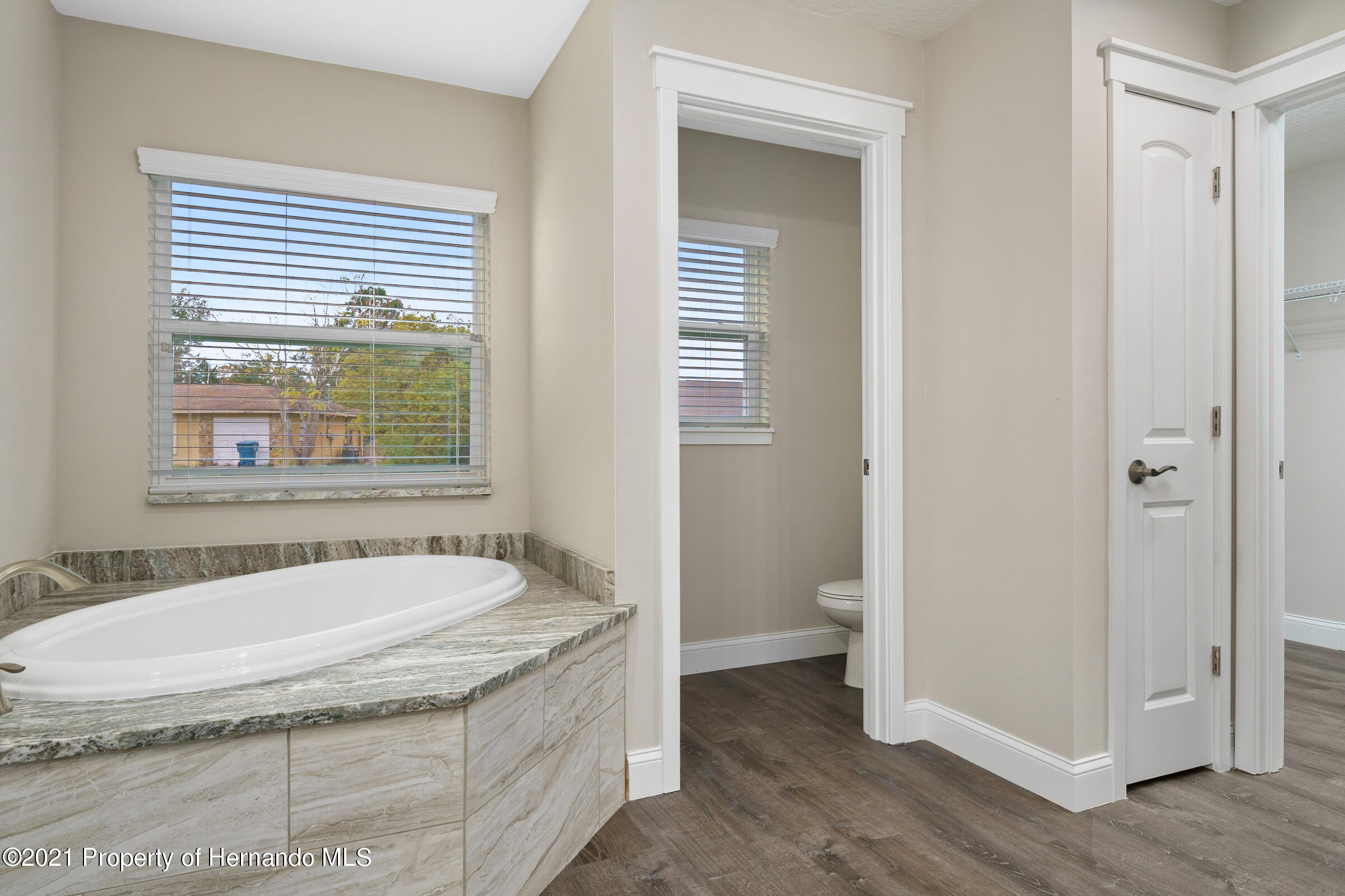 Listing photo id 28 for 0 Flock Avenue