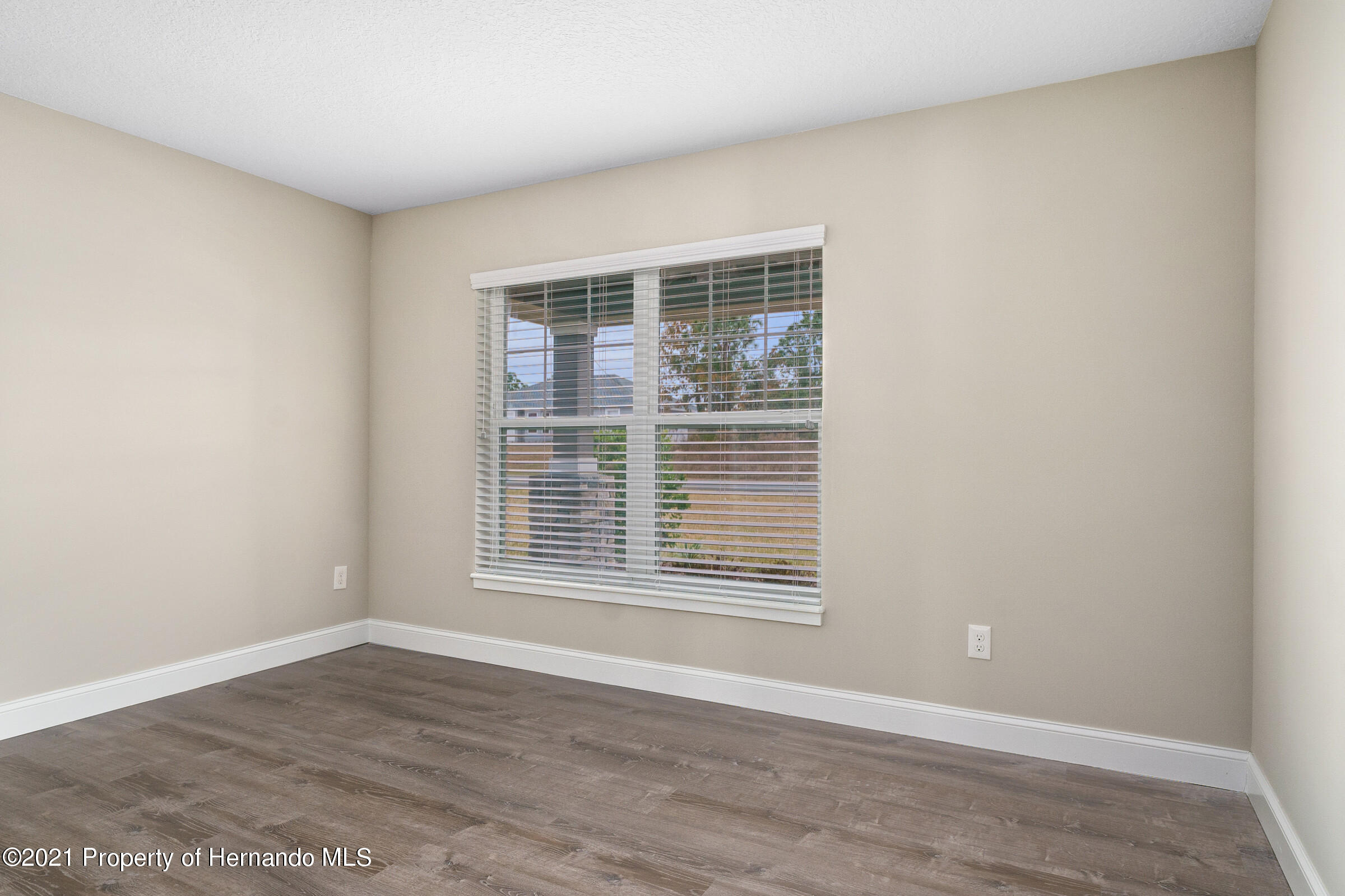 Listing photo id 32 for 0 Flock Avenue
