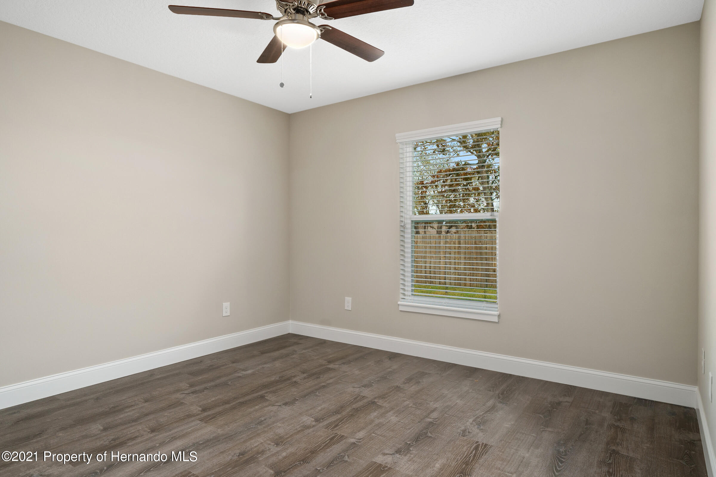 Listing photo id 34 for 0 Flock Avenue