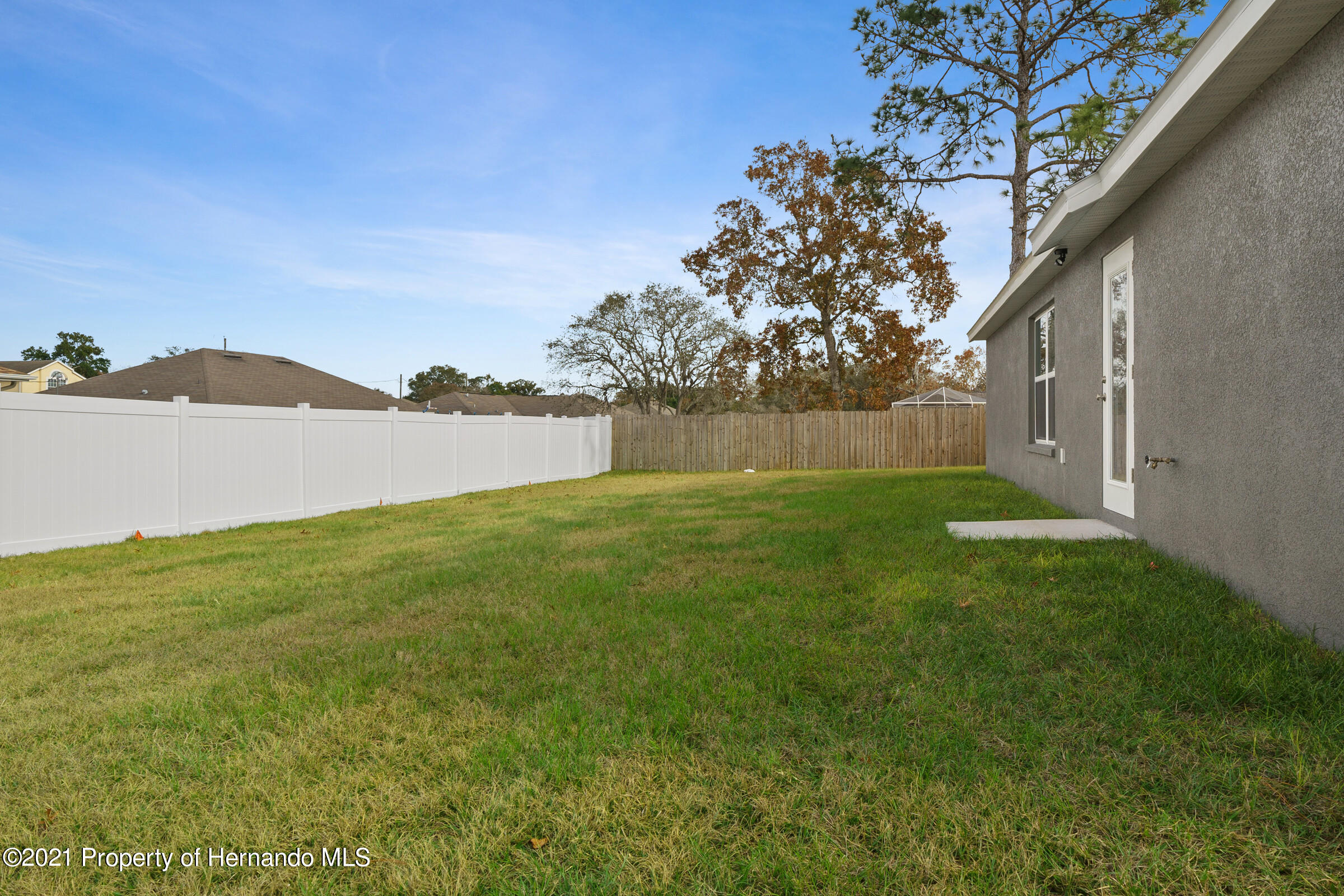 Listing photo id 39 for 0 Flock Avenue