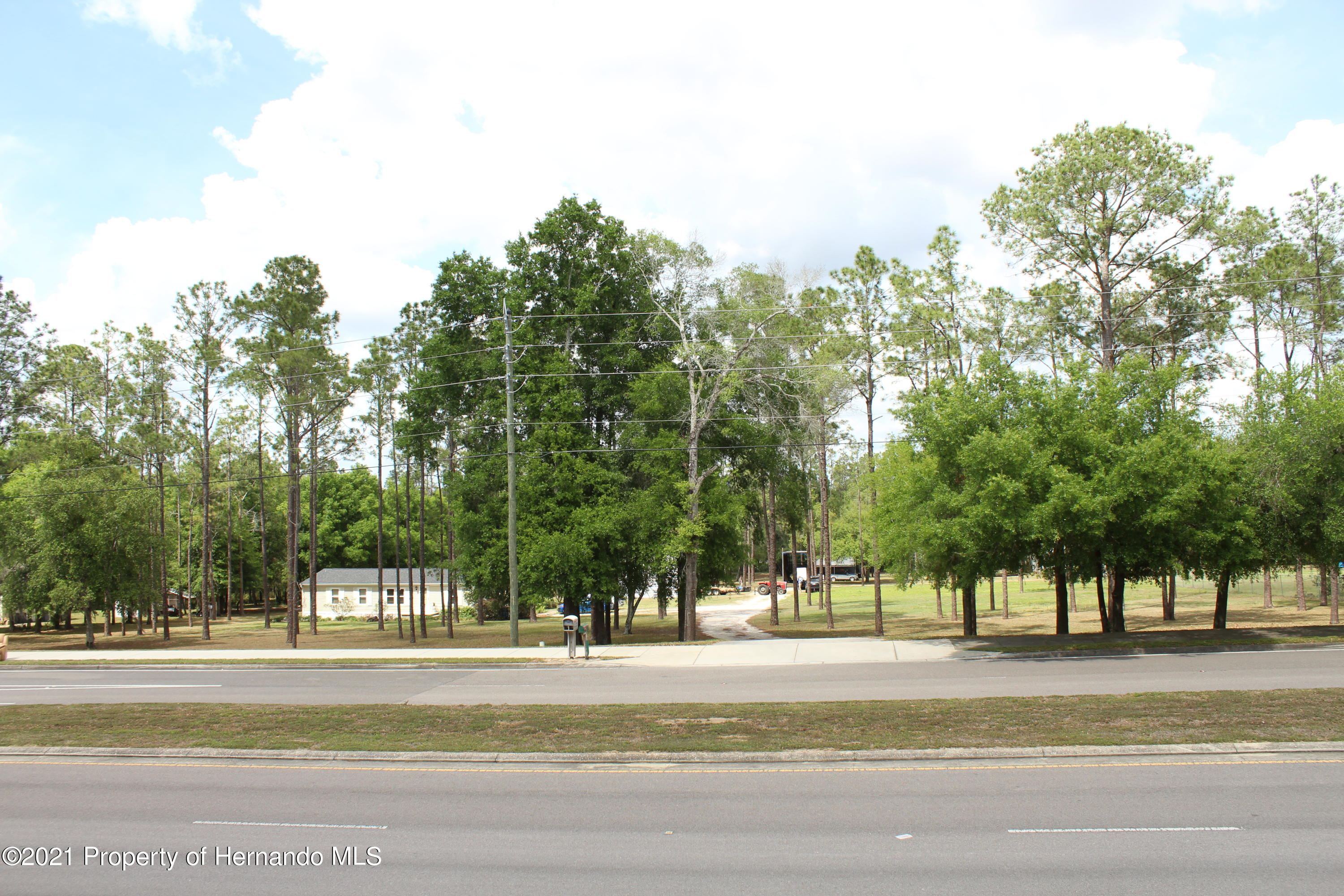 Listing photo id 5 for 37731 Kossik Road
