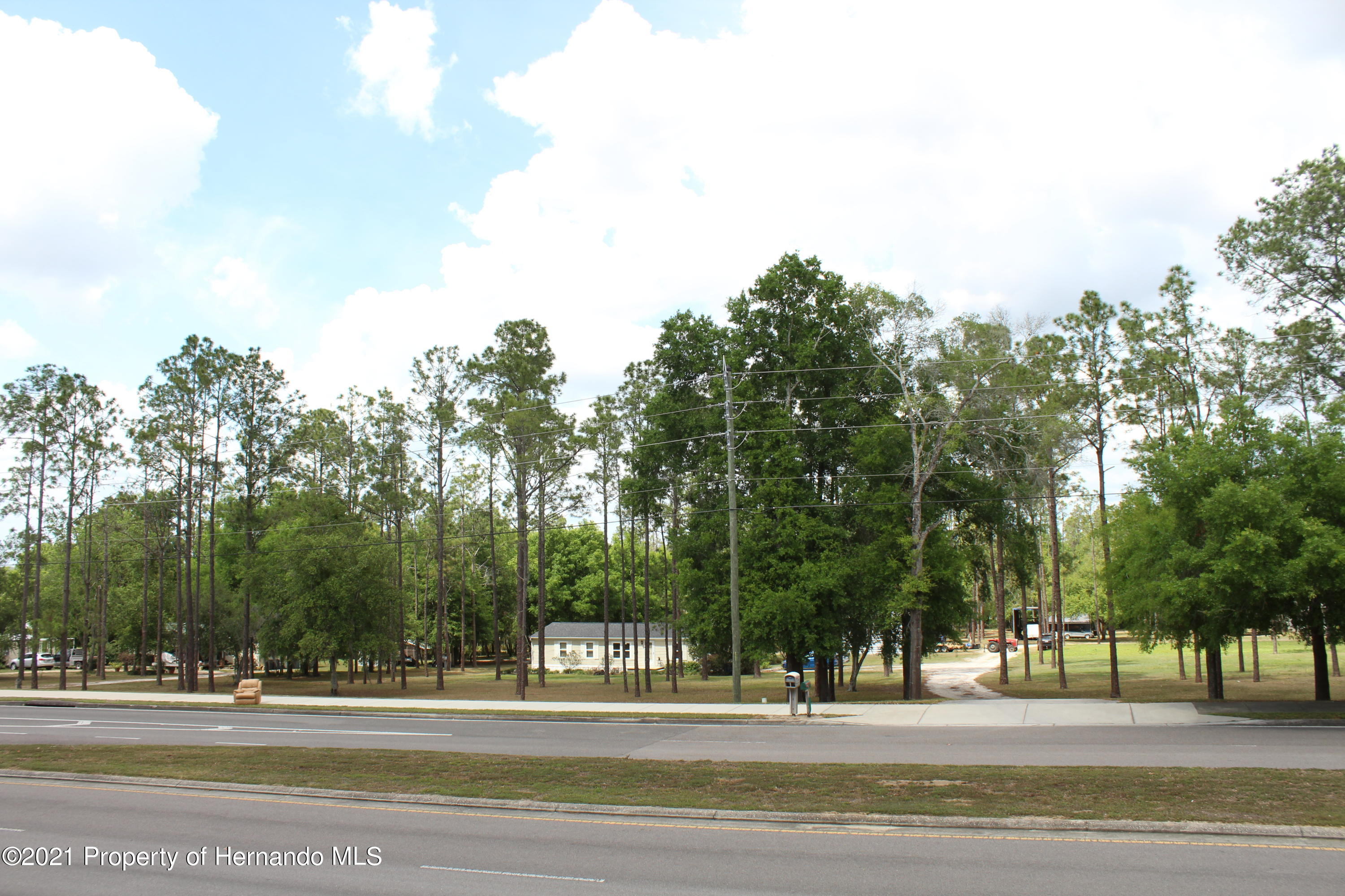 Listing photo id 13 for 37731 Kossik Road