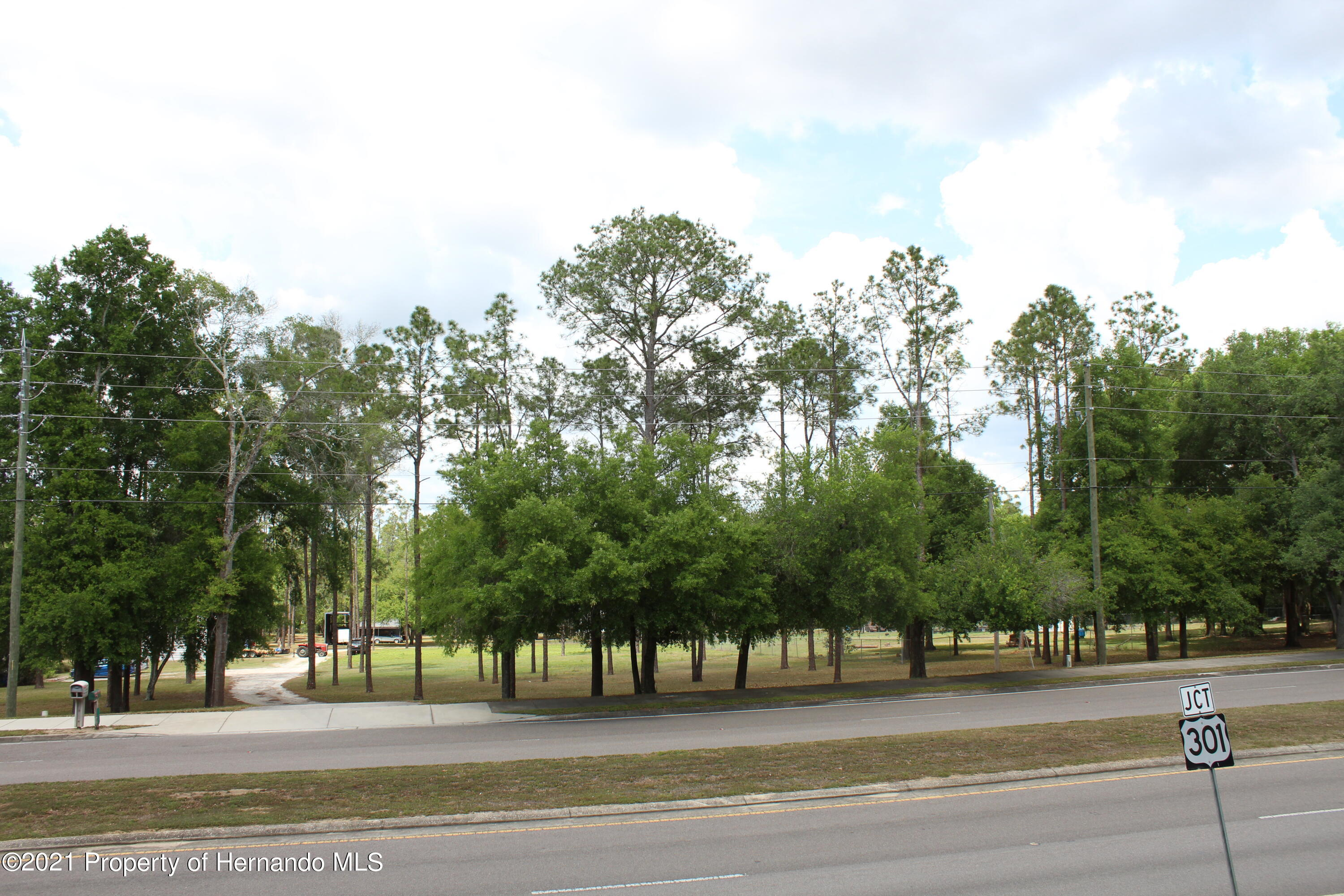 Listing photo id 14 for 37731 Kossik Road