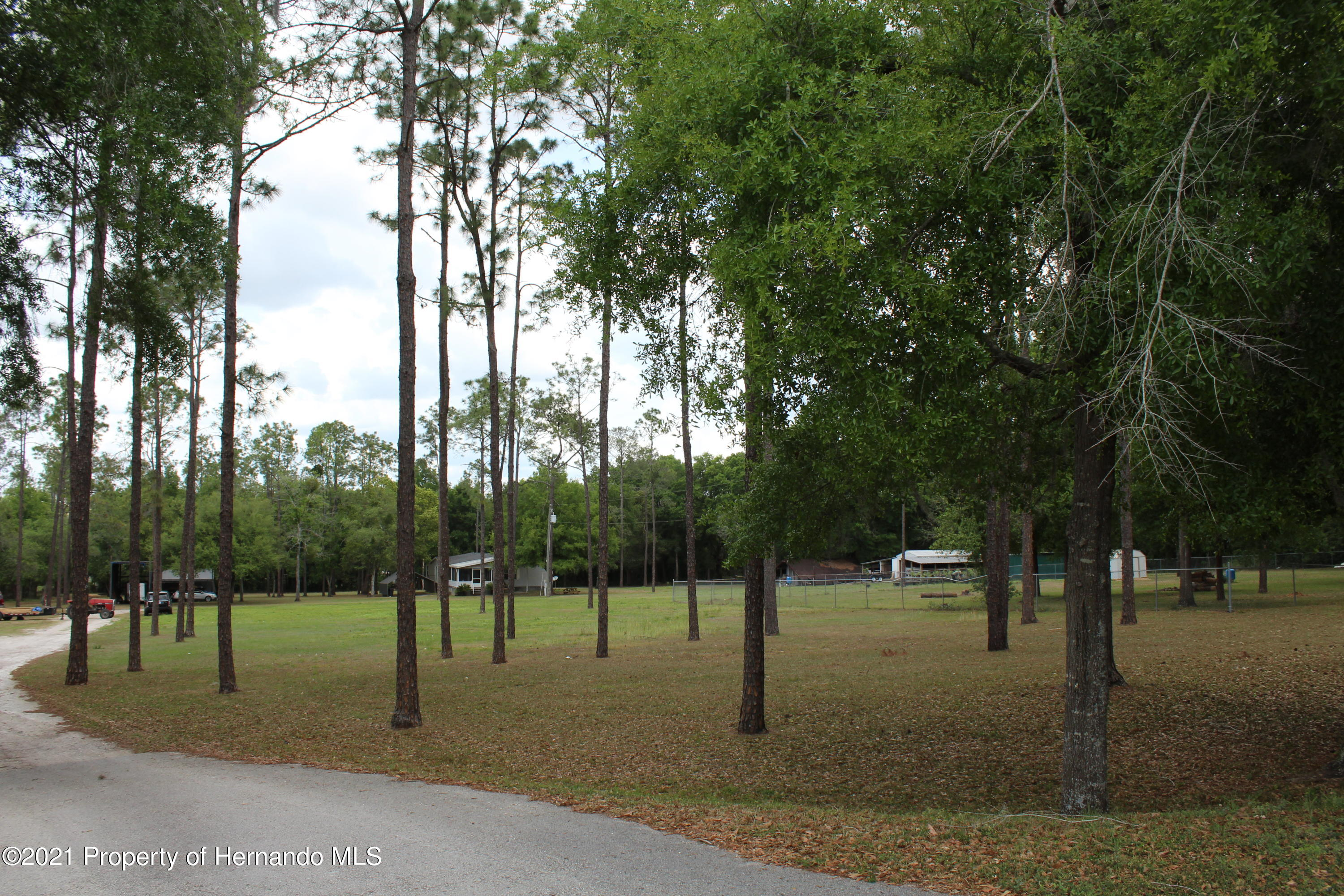 Listing photo id 19 for 37731 Kossik Road