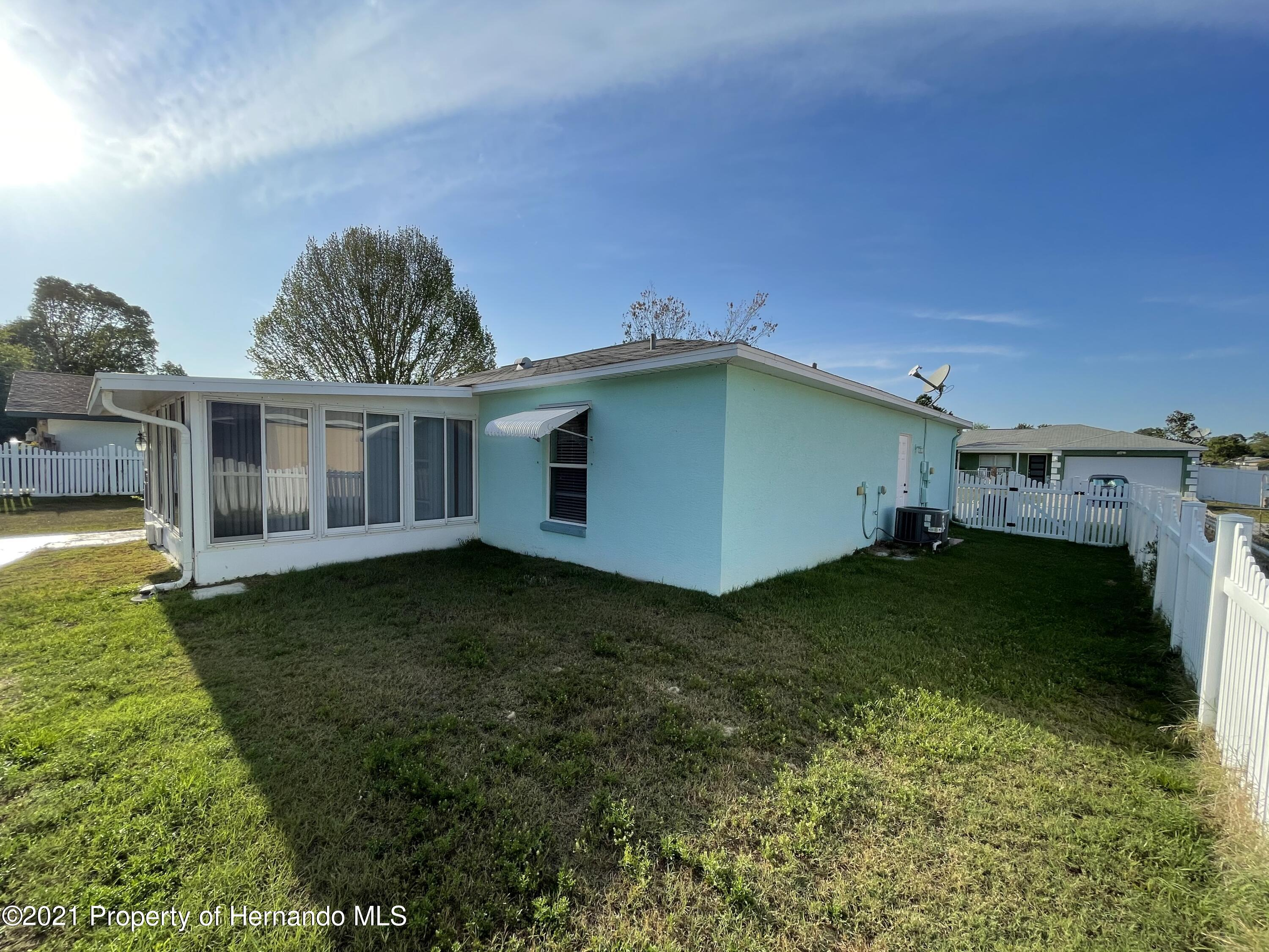 Listing photo id 4 for 6548 W Pelican Lane