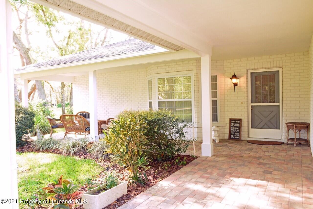 Listing photo id 4 for 6806 Renown Way