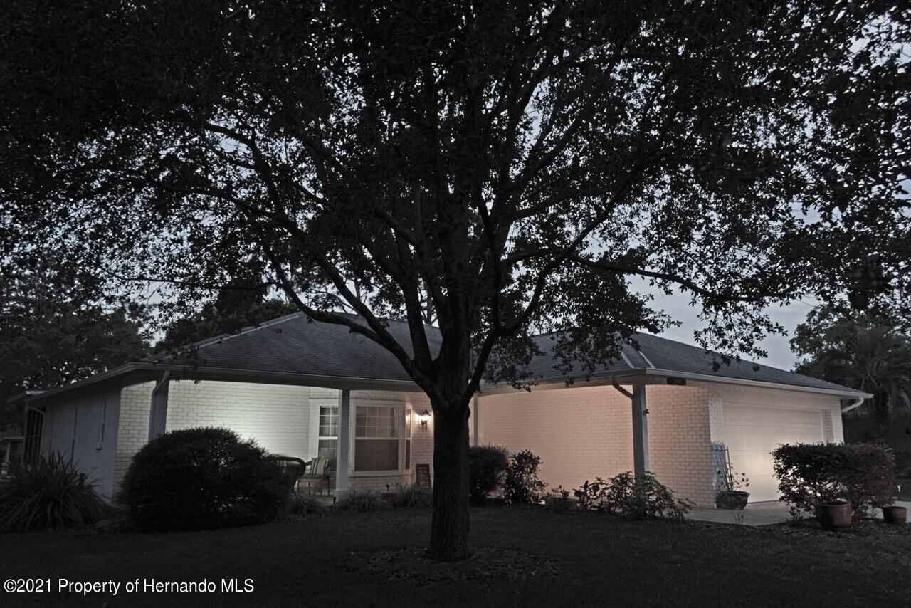 Listing photo id 27 for 6806 Renown Way