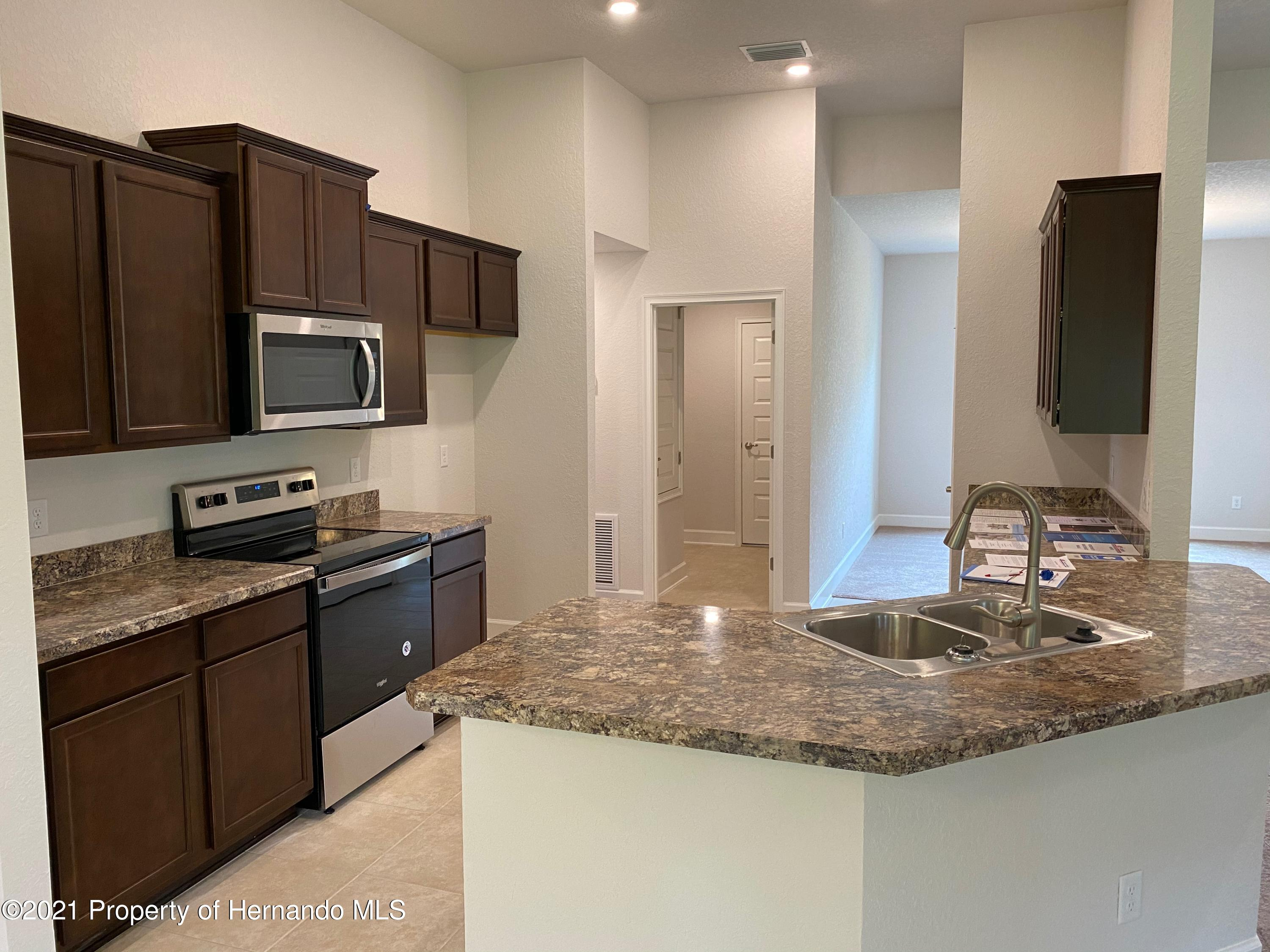 Listing photo id 3 for 145 Linder Drive