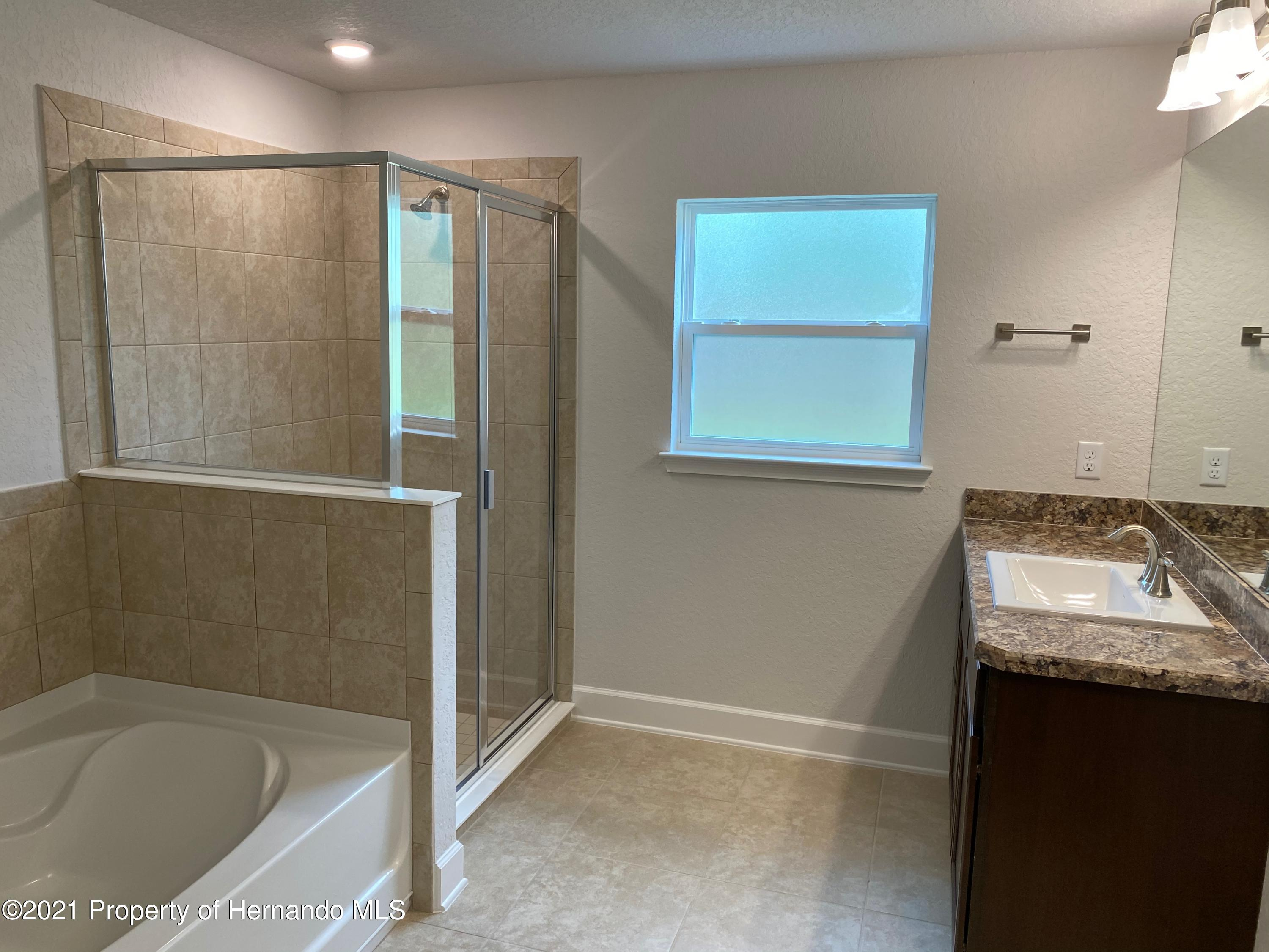 Listing photo id 10 for 145 Linder Drive