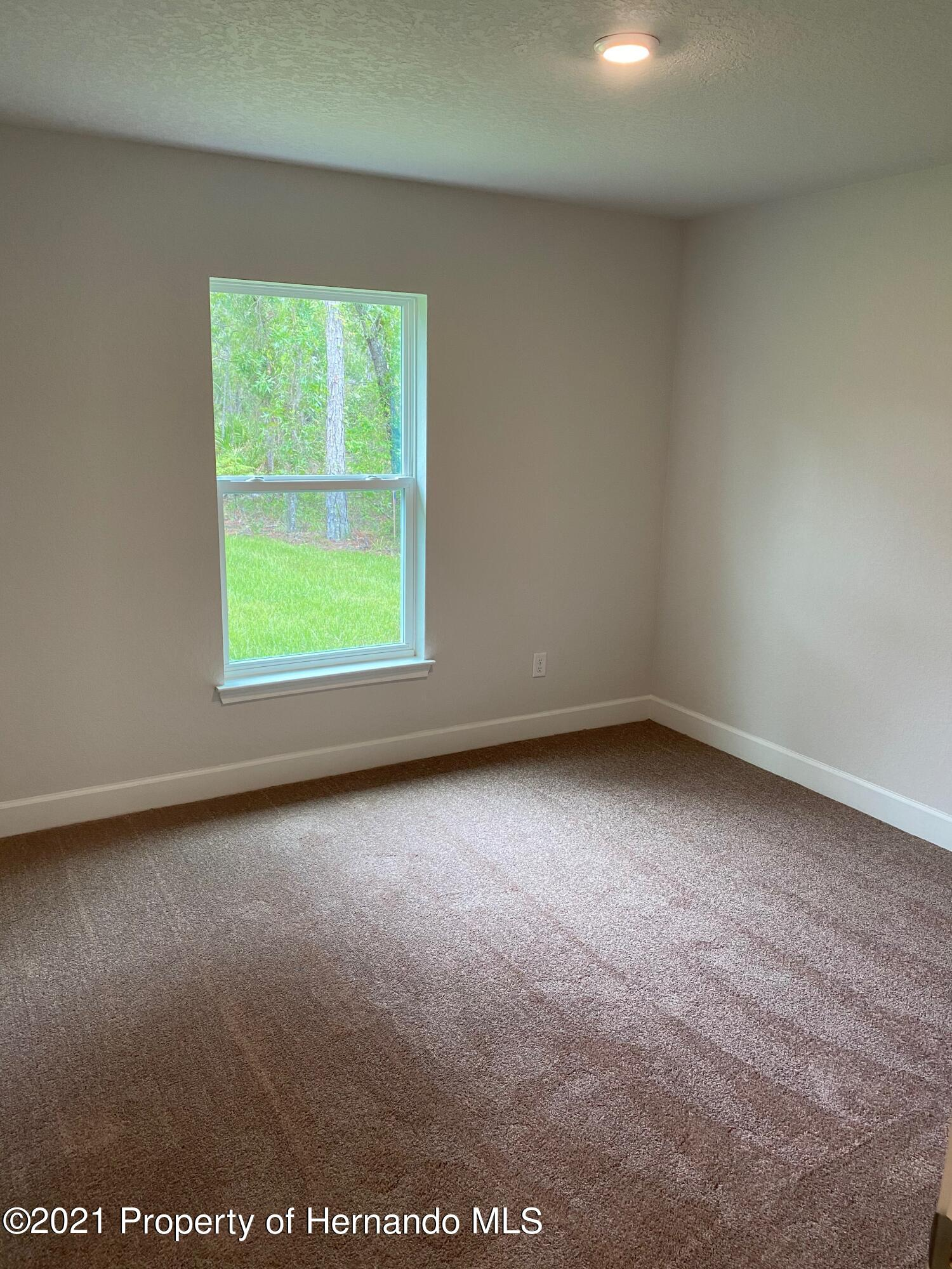 Listing photo id 14 for 145 Linder Drive