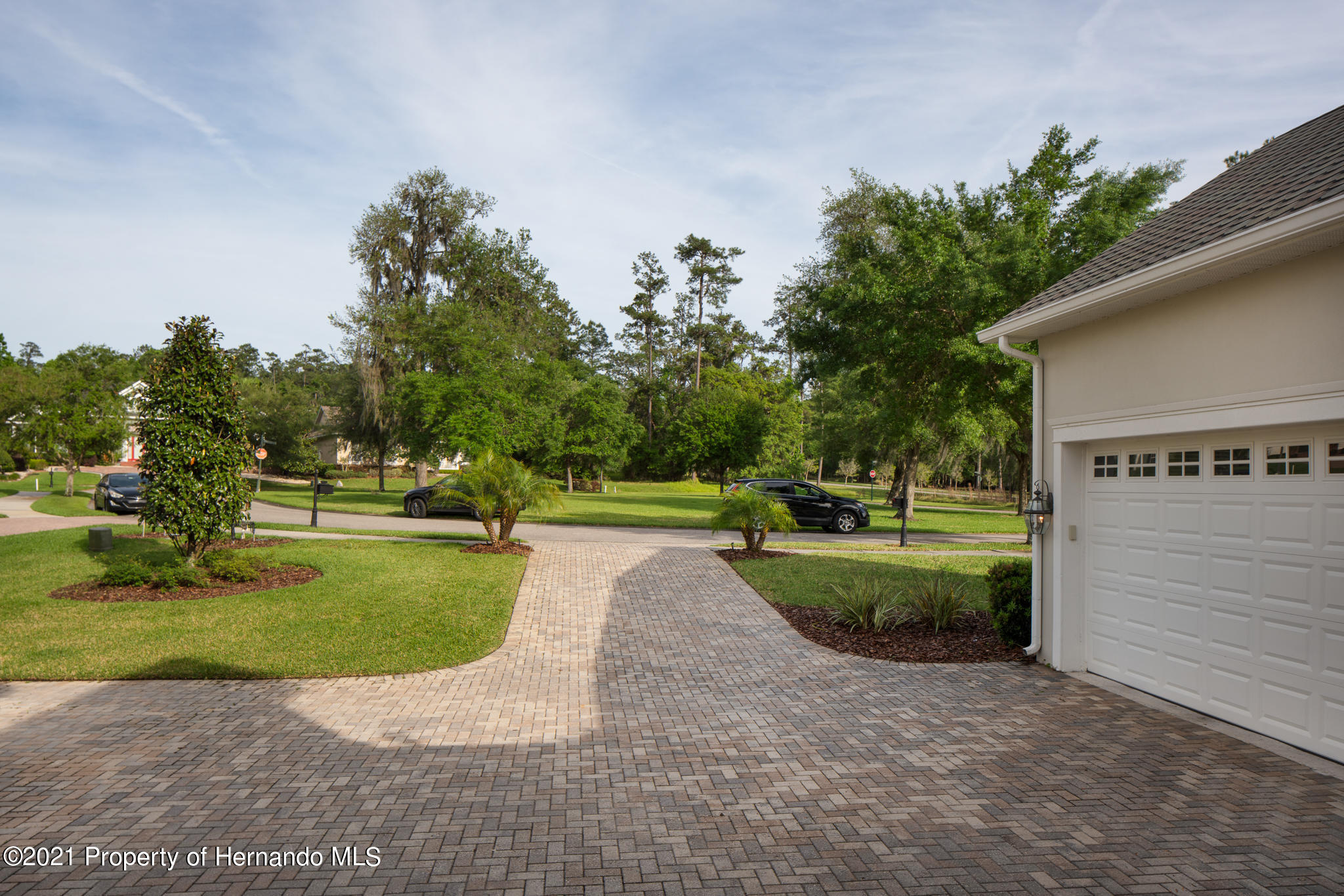 Listing photo id 7 for 5905 Pointe Place Place