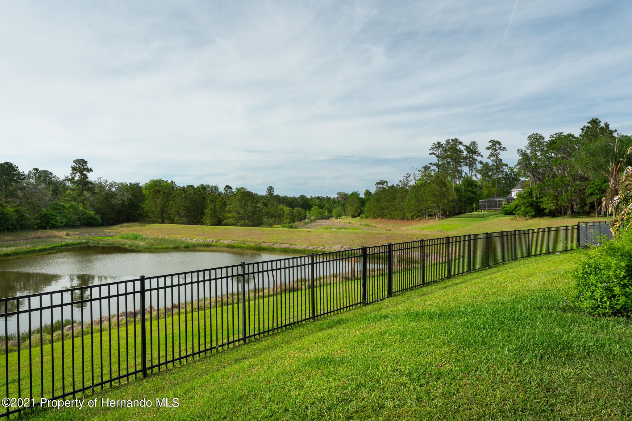Listing photo id 40 for 5905 Pointe Place Place