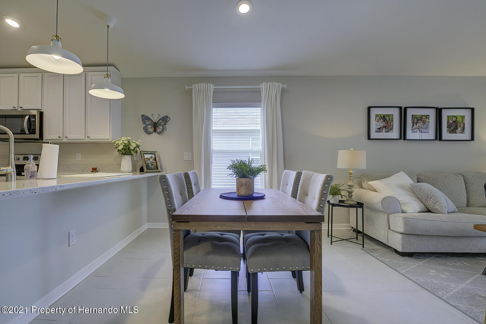 Listing photo id 14 for 842 Old Windsor Way