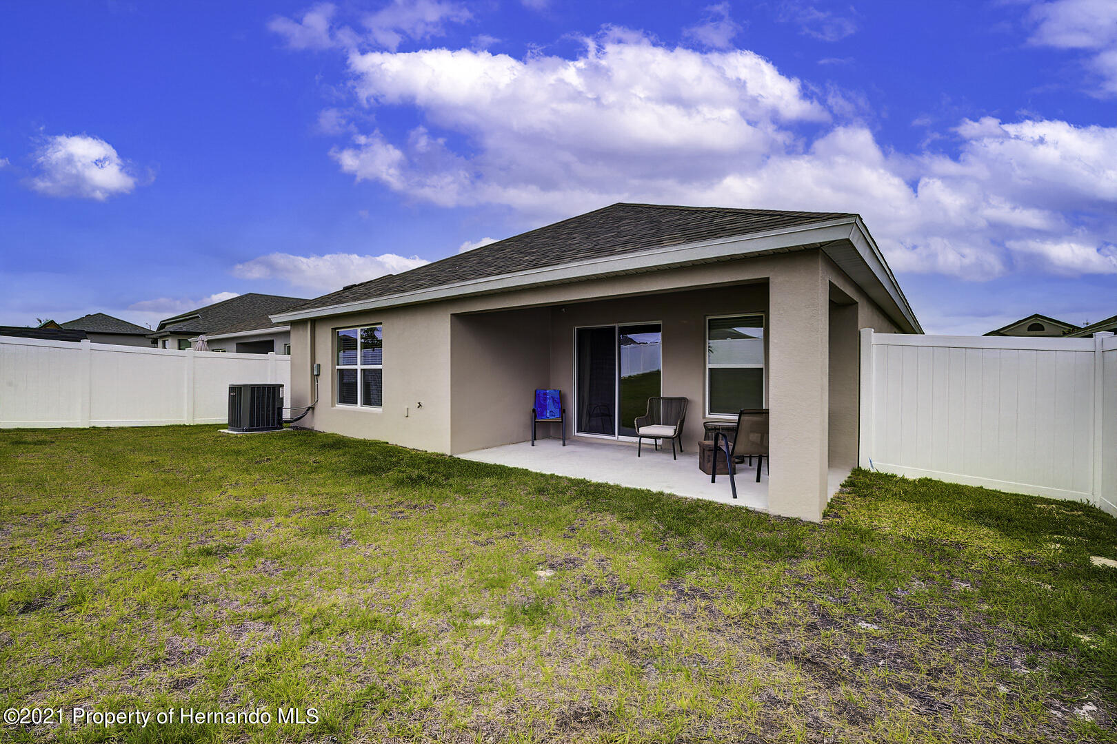 Listing photo id 4 for 842 Old Windsor Way