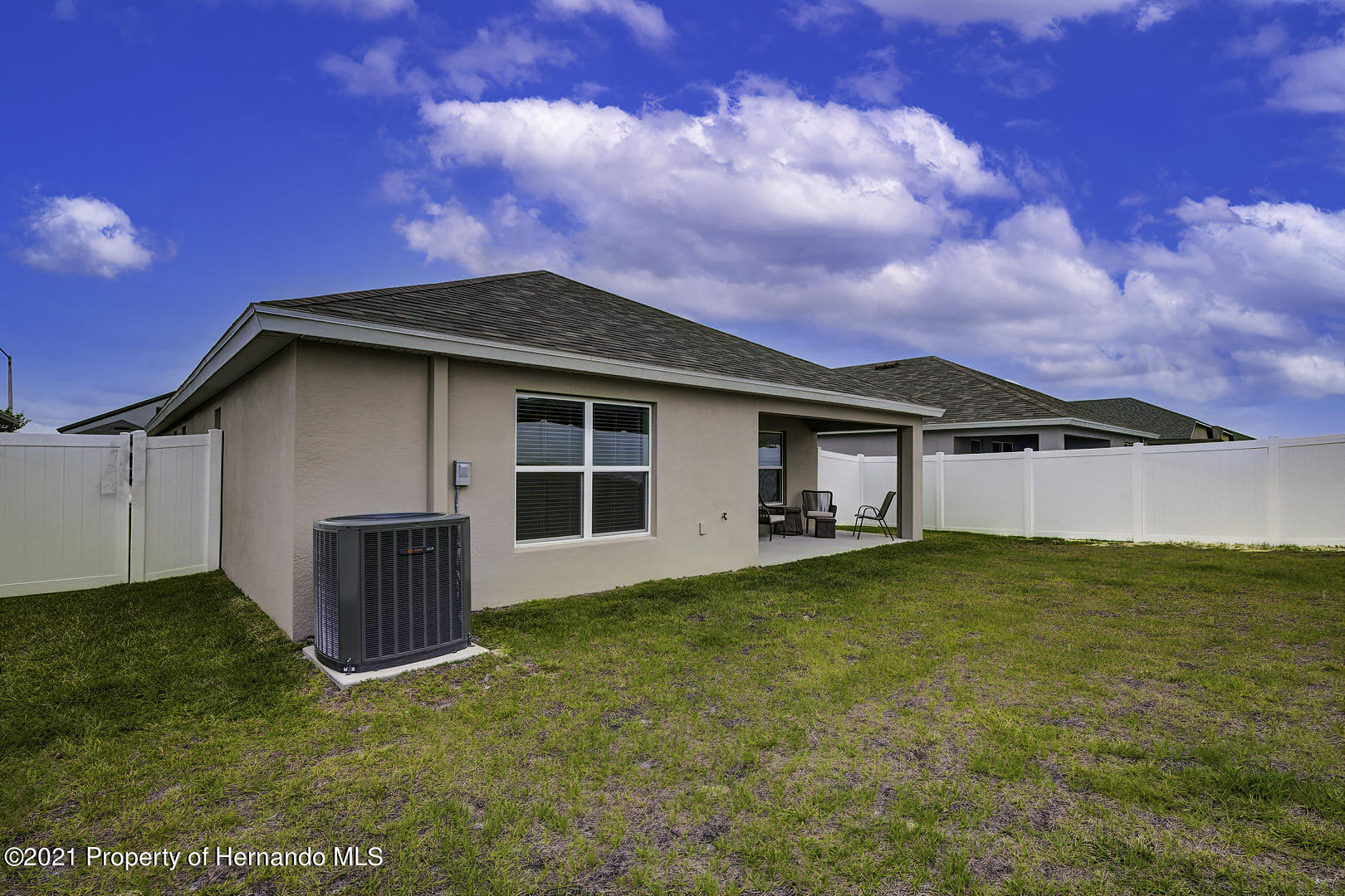 Listing photo id 33 for 842 Old Windsor Way