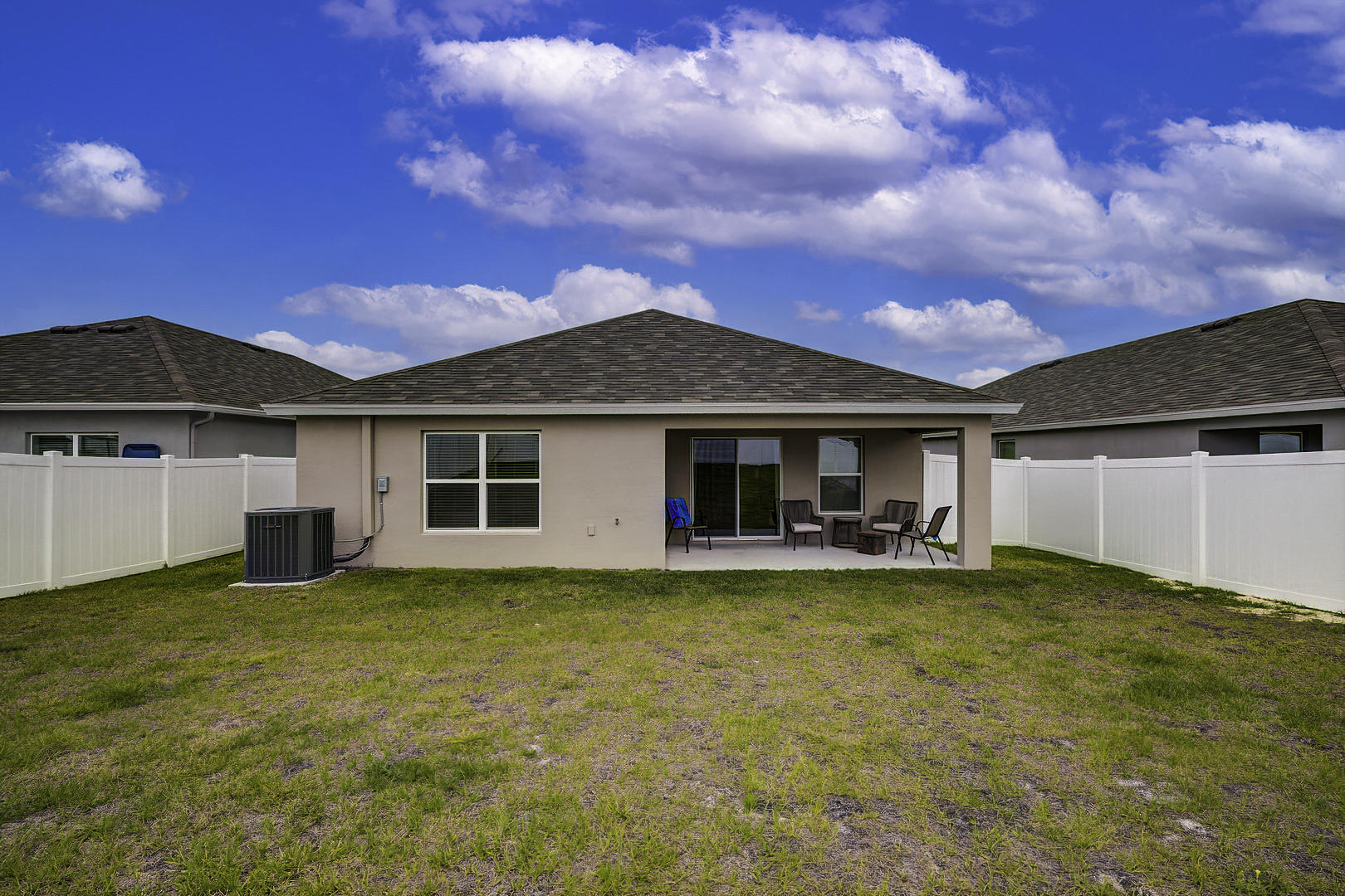 Listing photo id 35 for 842 Old Windsor Way