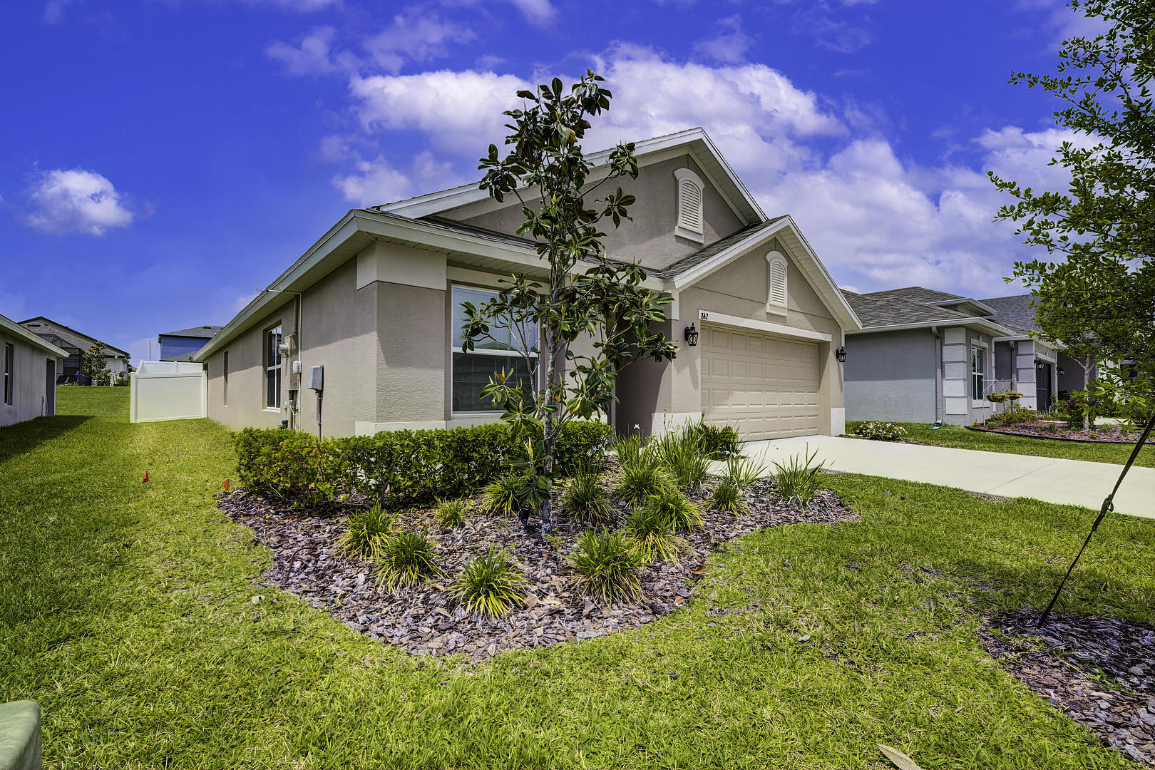 Listing photo id 3 for 842 Old Windsor Way