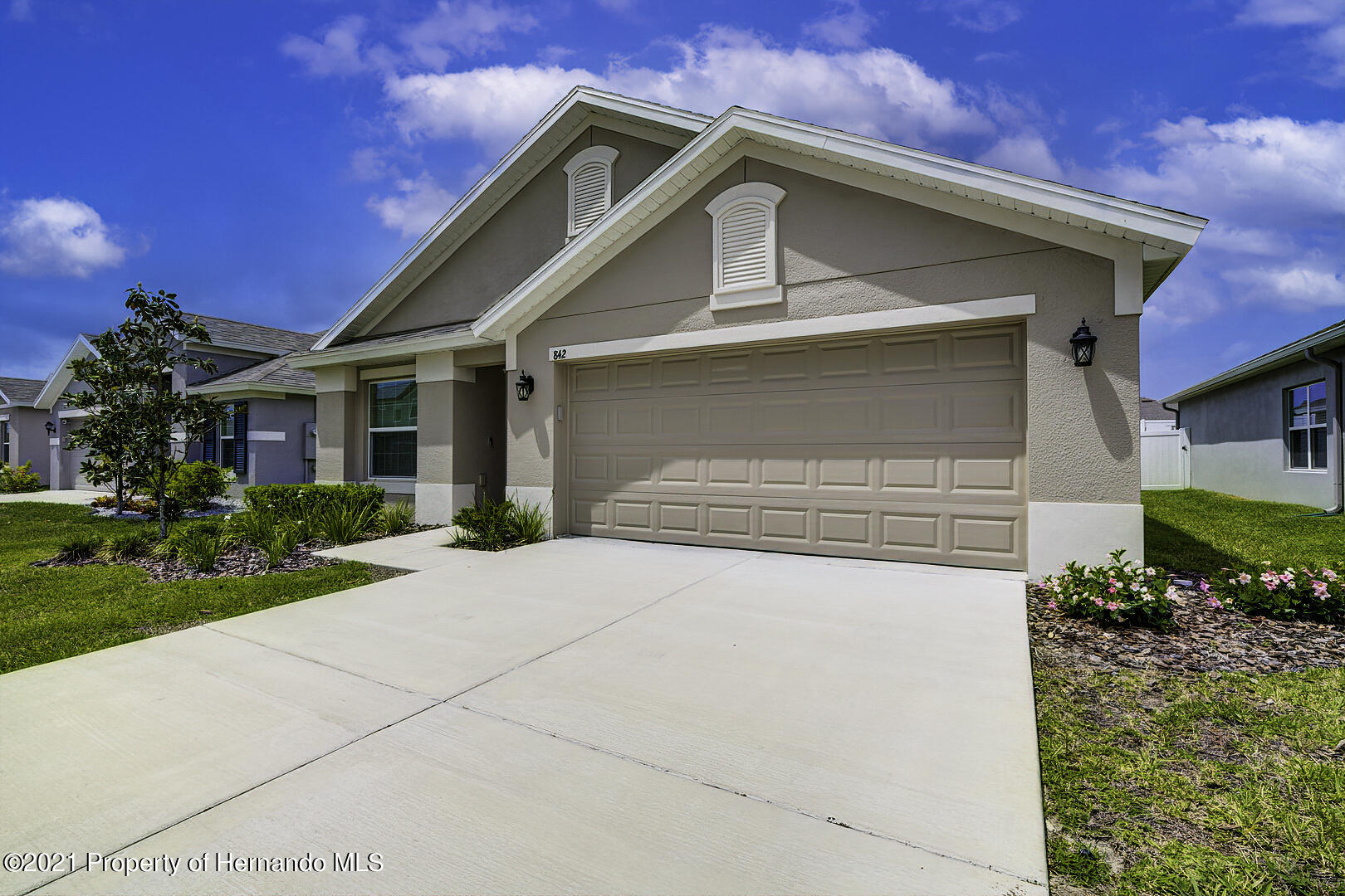 Listing photo id 2 for 842 Old Windsor Way