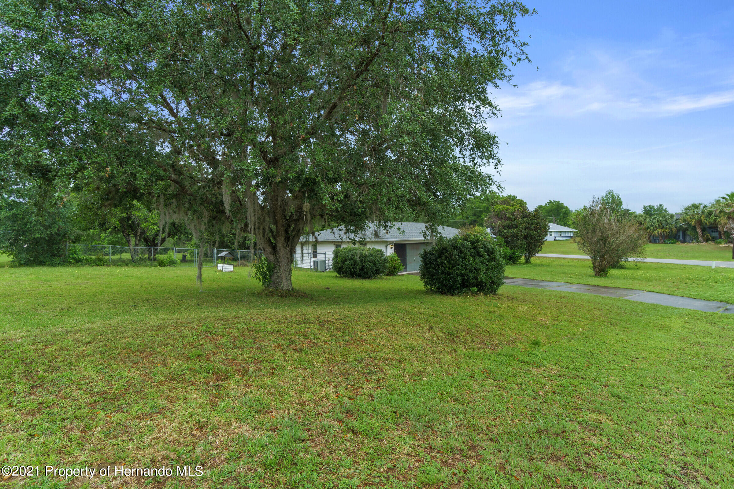 Listing photo id 6 for 8818 Filly Point