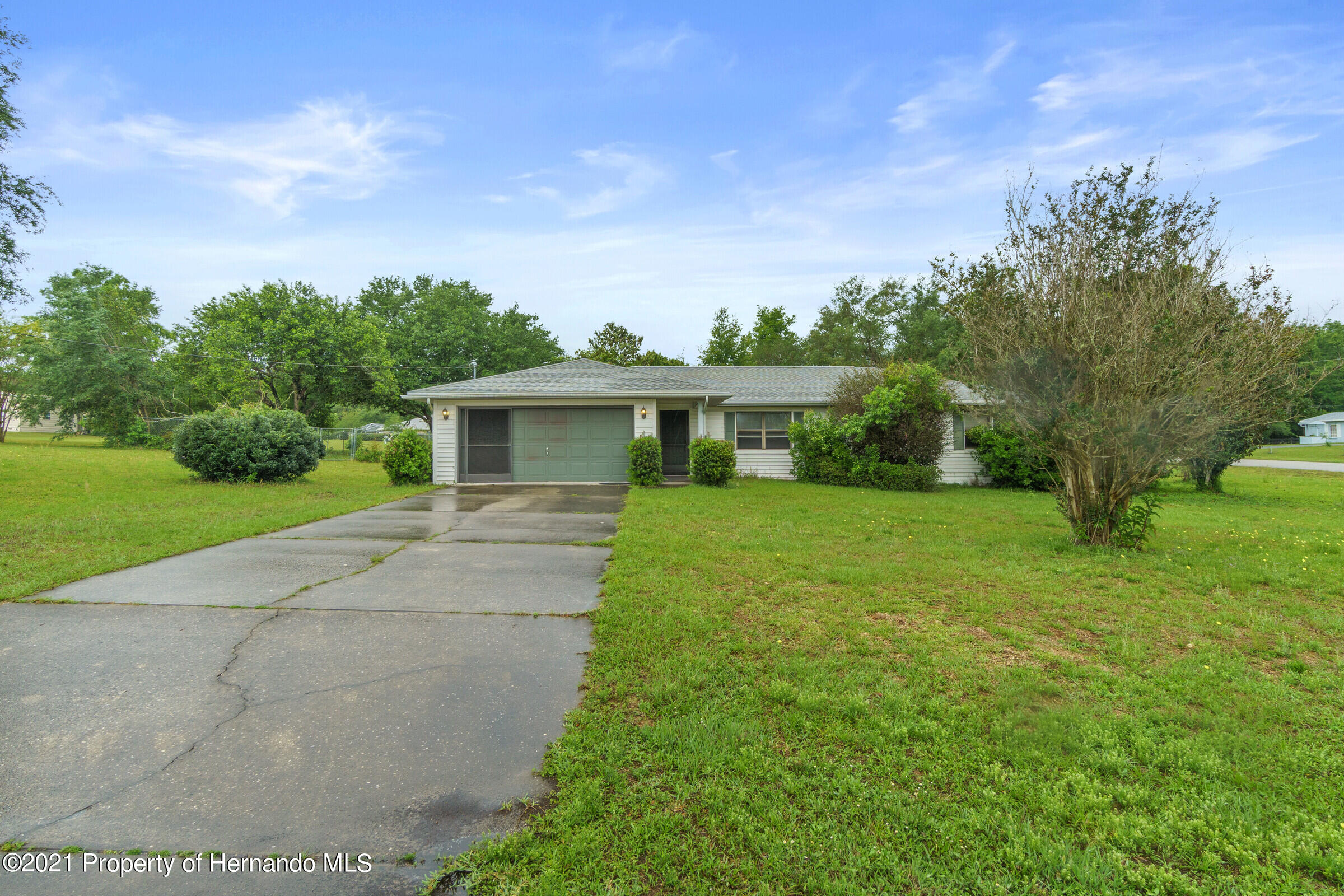 Listing photo id 7 for 8818 Filly Point
