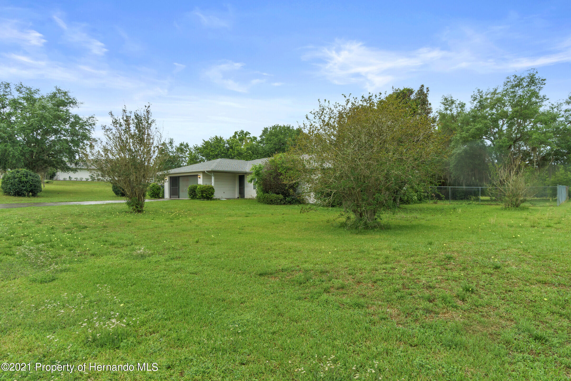 Listing photo id 8 for 8818 Filly Point