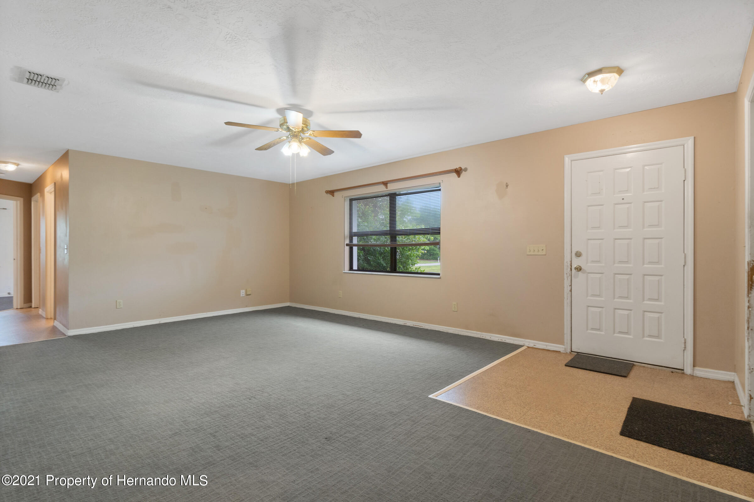 Listing photo id 9 for 8818 Filly Point