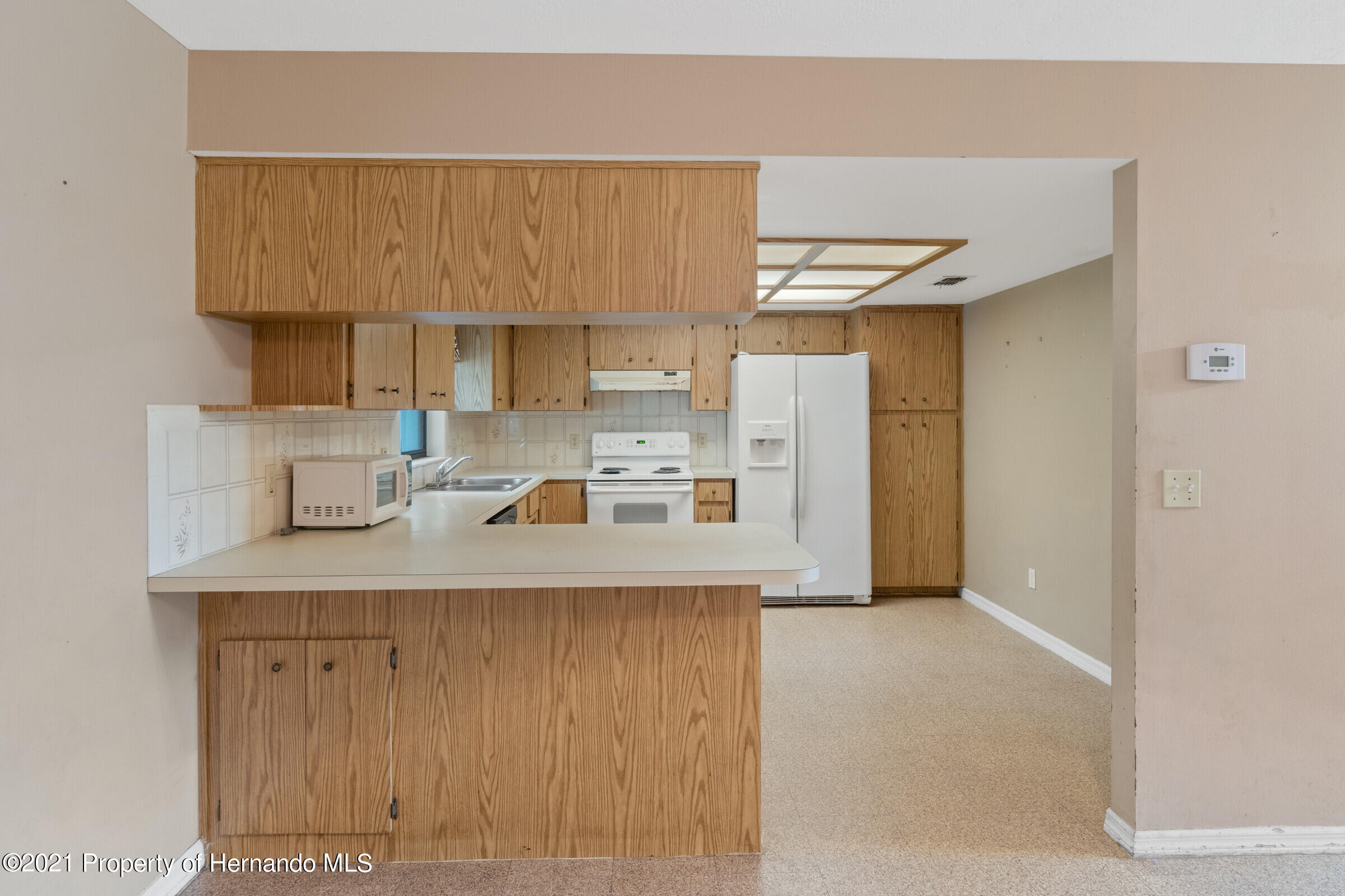 Listing photo id 13 for 8818 Filly Point