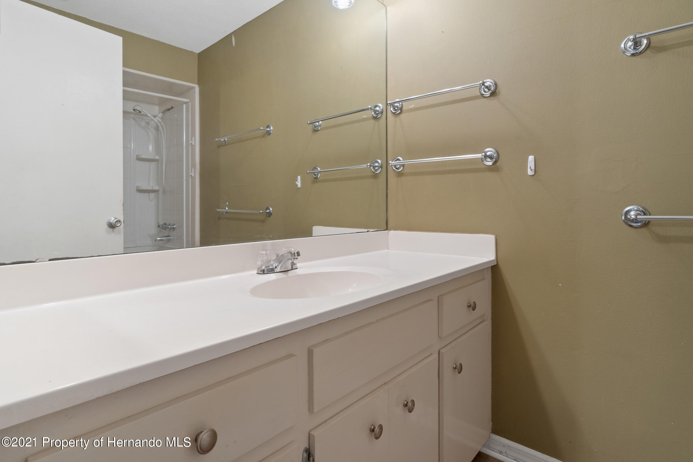 Listing photo id 21 for 8818 Filly Point
