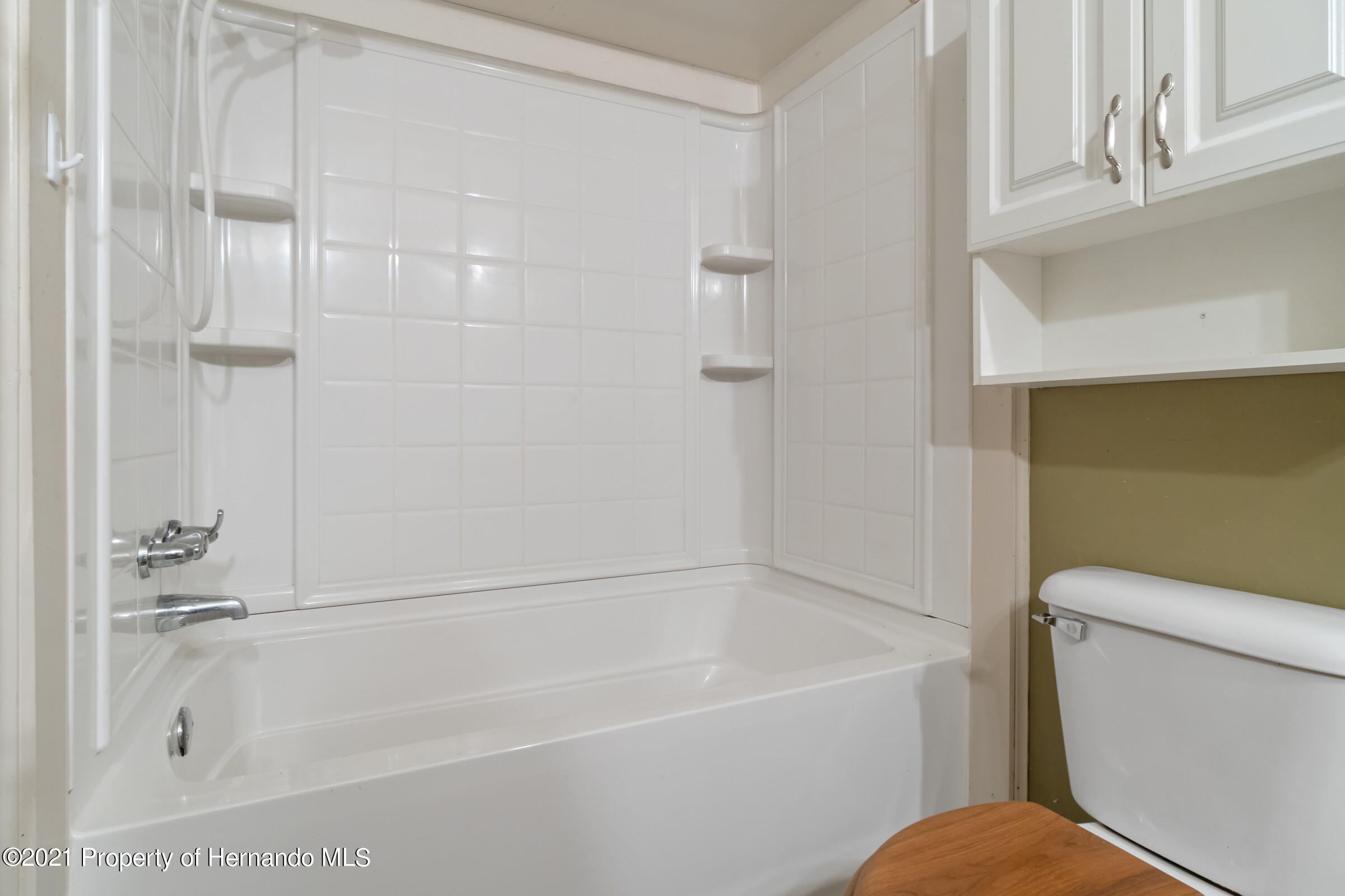 Listing photo id 22 for 8818 Filly Point
